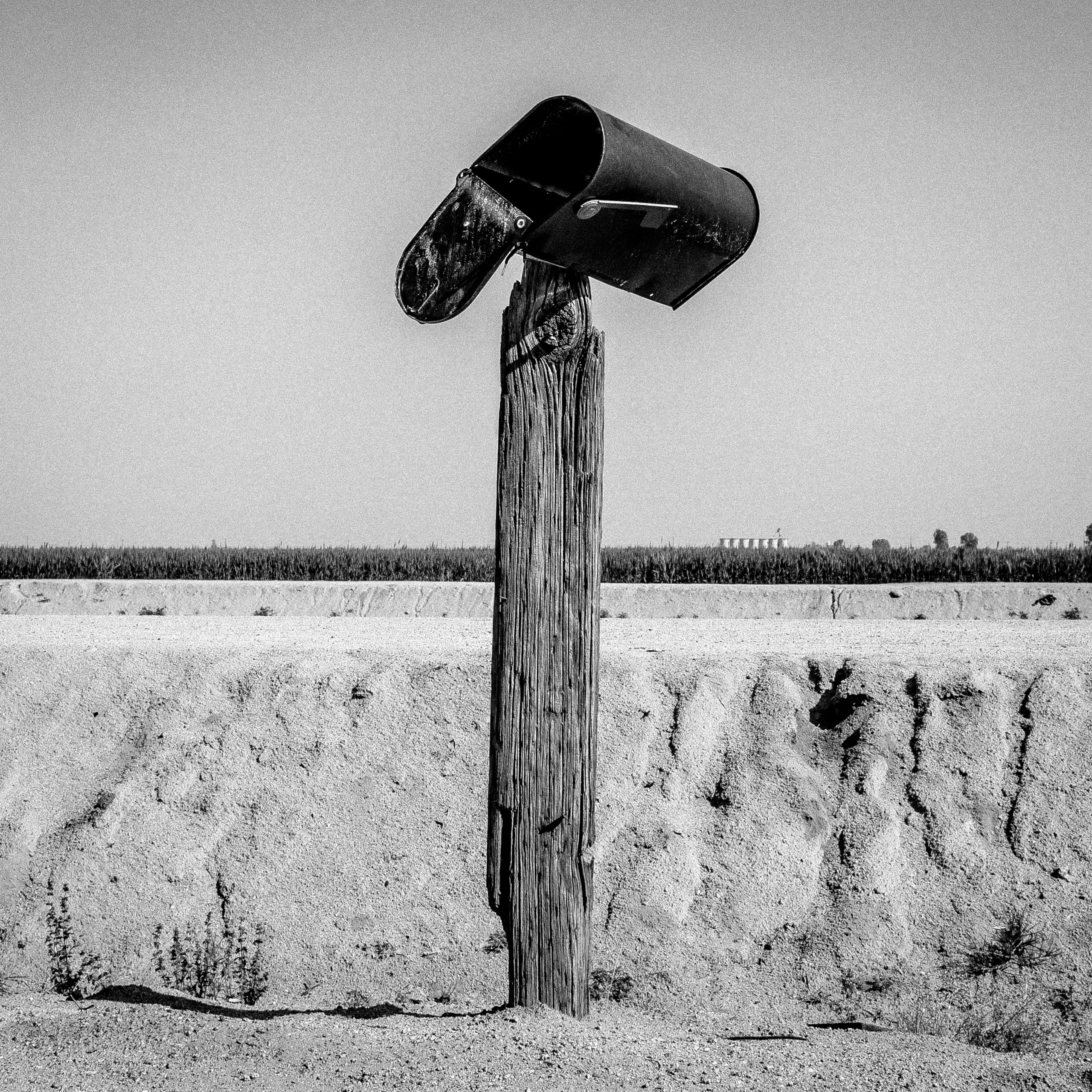 "Mailbox. Teviston, CA.  Teviston is a town in Tulare County, California. The population is 1,214 and 65.6% live below the poverty level.  35°55'13""N 119°16'51""W"