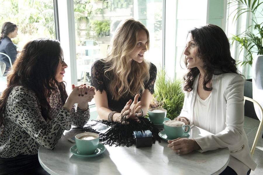 Garofalo, Garrett and Edelstein in the first episode of Girlfriends' Guide to Divorce.