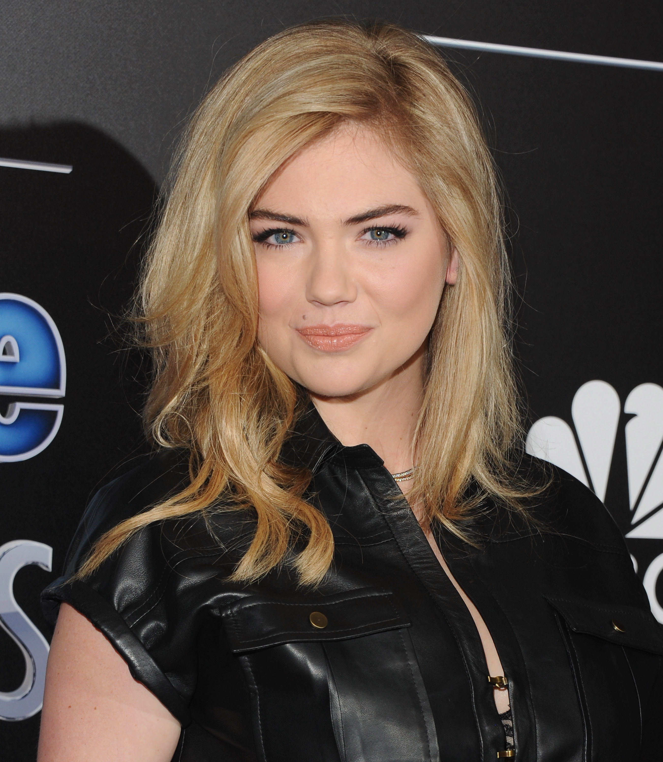 Kate Upton arrives at The PEOPLE Magazine Awards at The Beverly Hilton Hotel on December 18, 2014 in Beverly Hills, California.