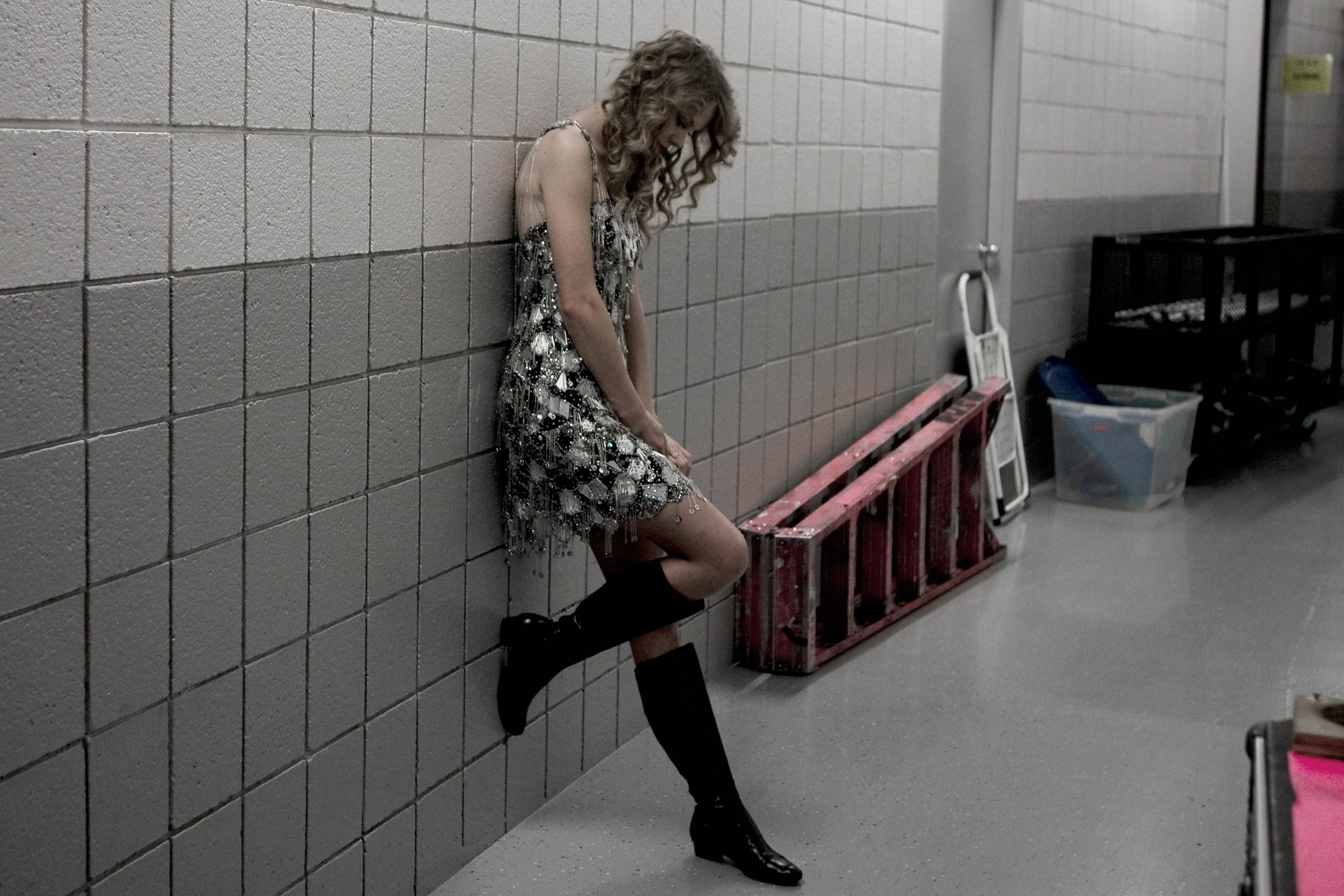 Taylor SwiftTaylor Swift backstage during her Fearless tour in Auburn Hills outside Detroit MI