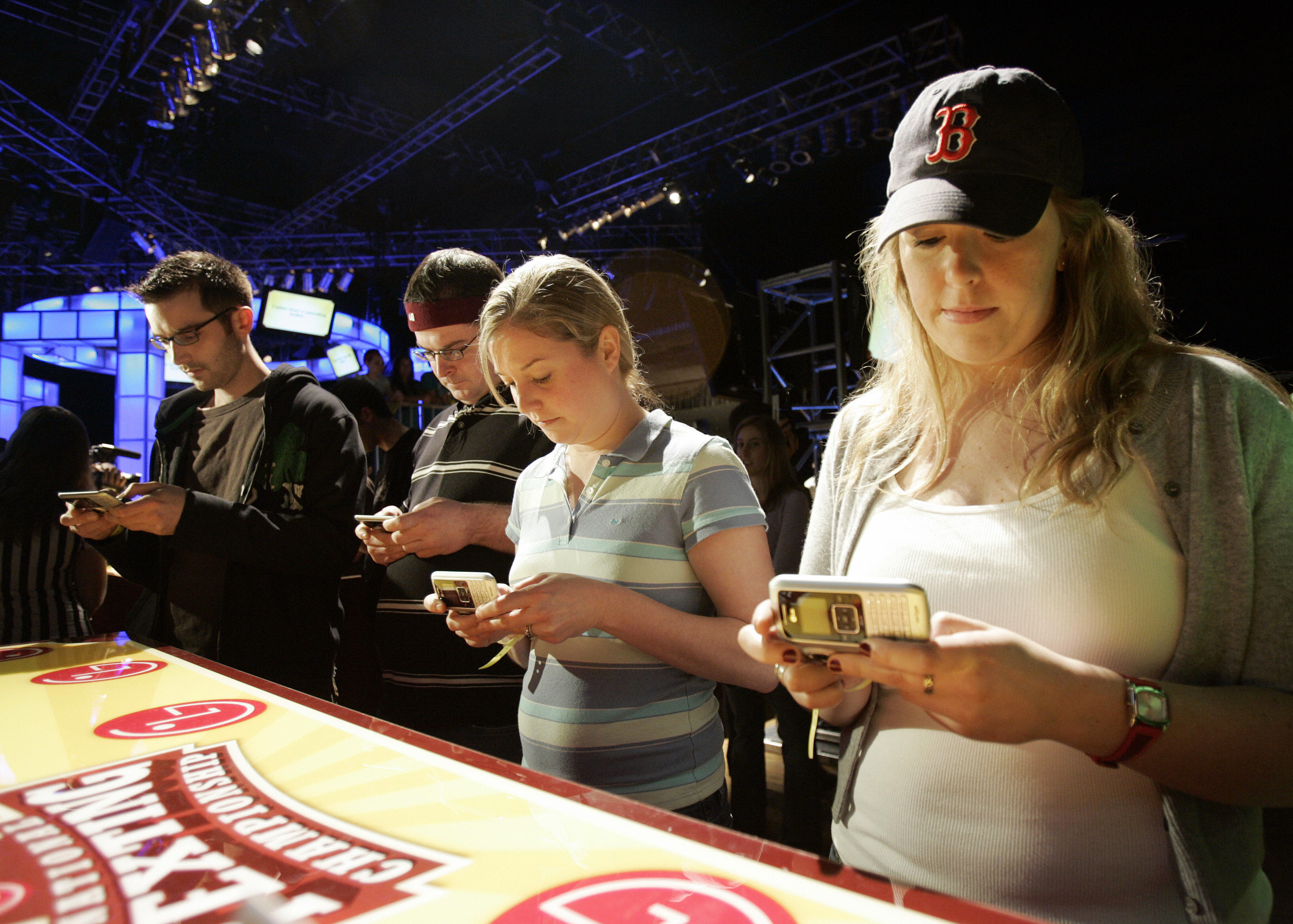 Vanessa LeBlanc (R), Susan Mygatt (2nd R) and others compete in an early round of the LG National Texting Championship, 21 April 2007, at the Roseland Ballroom in New York, sponsored by LG Mobile Phones.