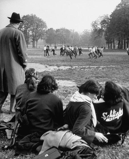 American teens in Paris 1952