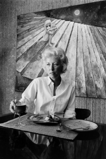 Margaret Keane with her painting 'Alone.'