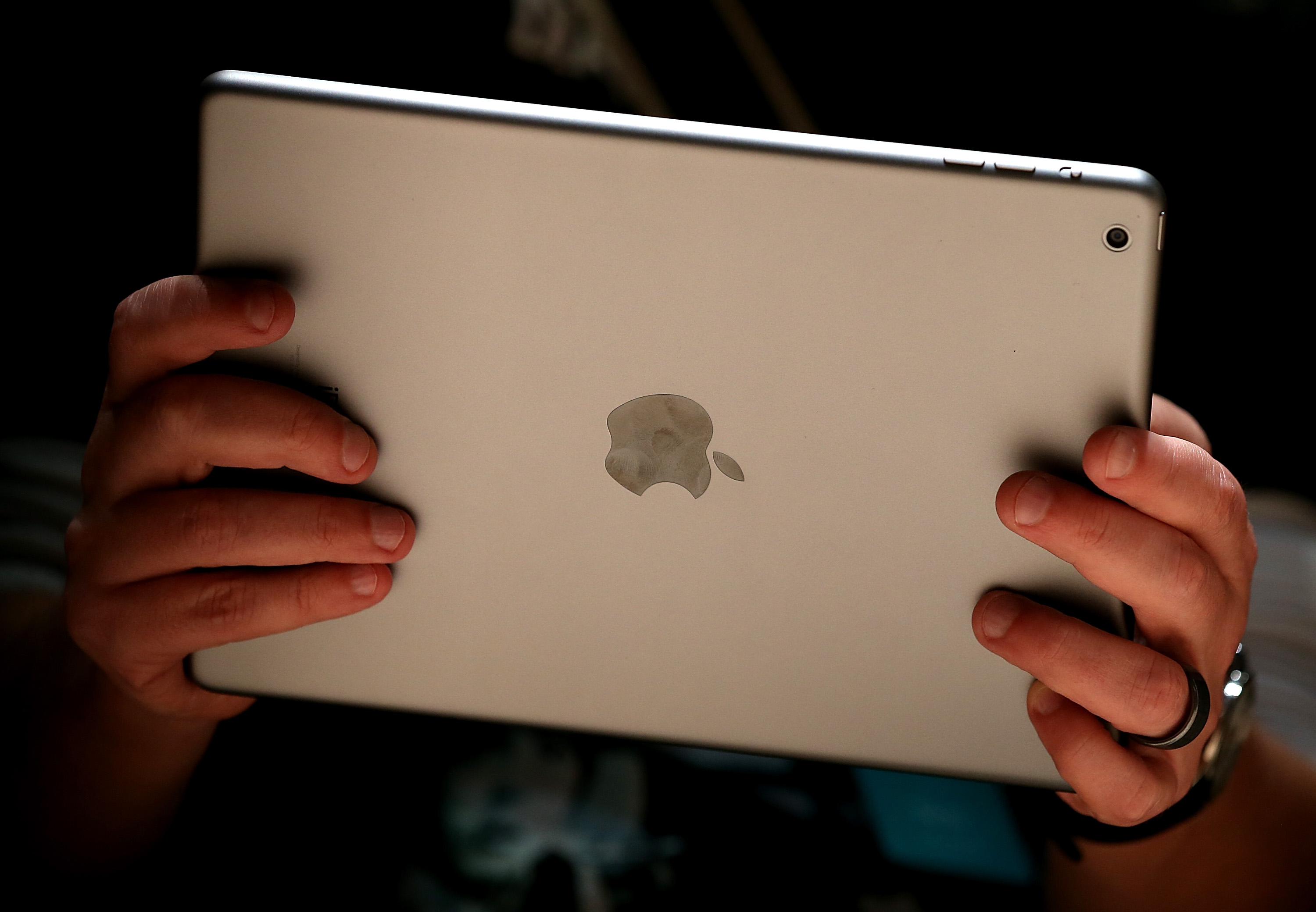 An attendee looks at the new iPad Air during an Apple announcement at the Yerba Buena Center for the Arts on October 22, 2013 in San Francisco, California.