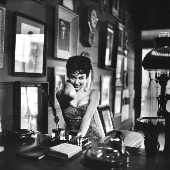 Rita Moreno, 1954