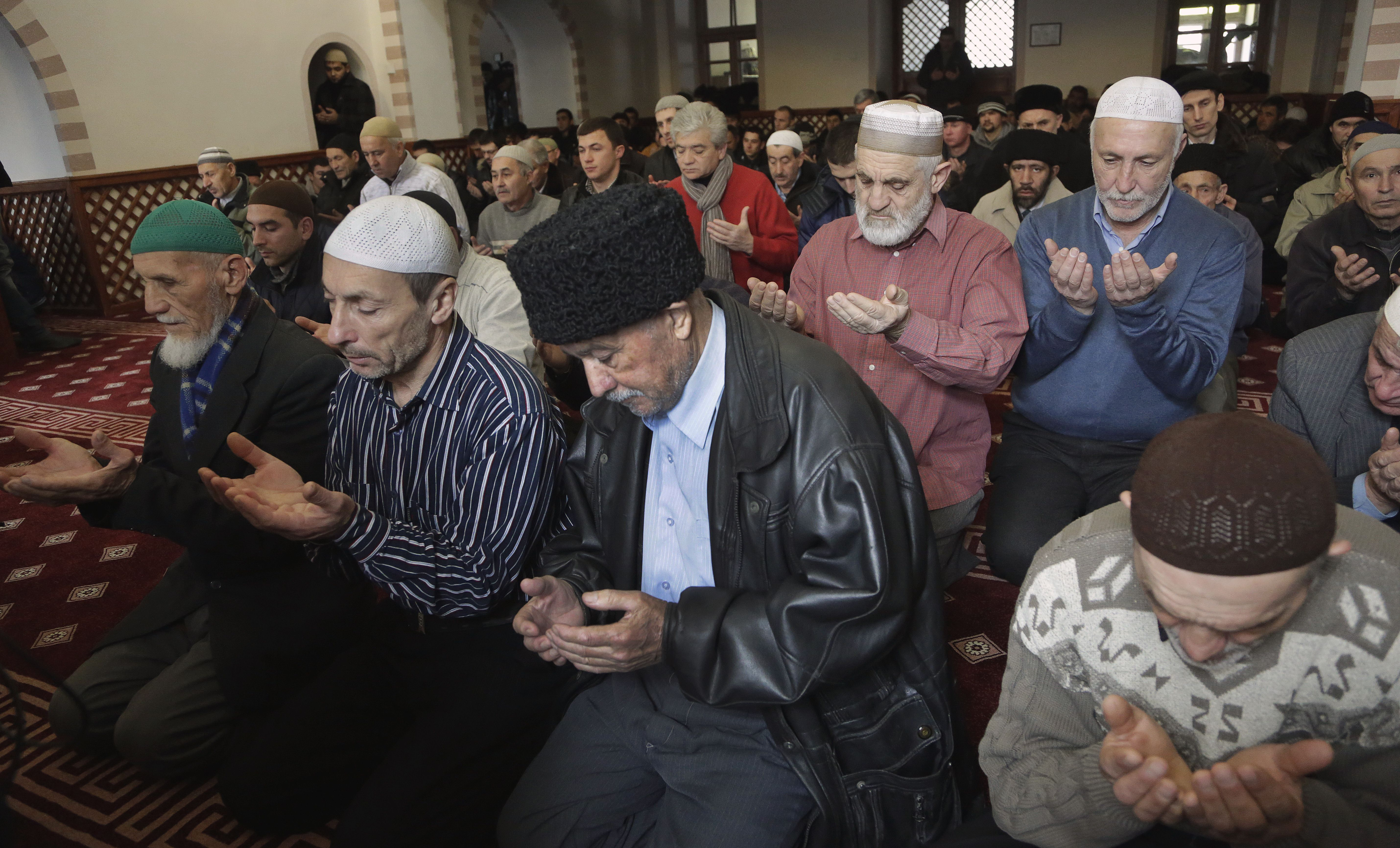 Crimean Tatar muslims pray in the Kebir-Jami mosque in Simferopol on January 16, 2015. AFP PHOTO / MAX VETROV        (Photo credit should read MAX VETROV/AFP/Getty Images)