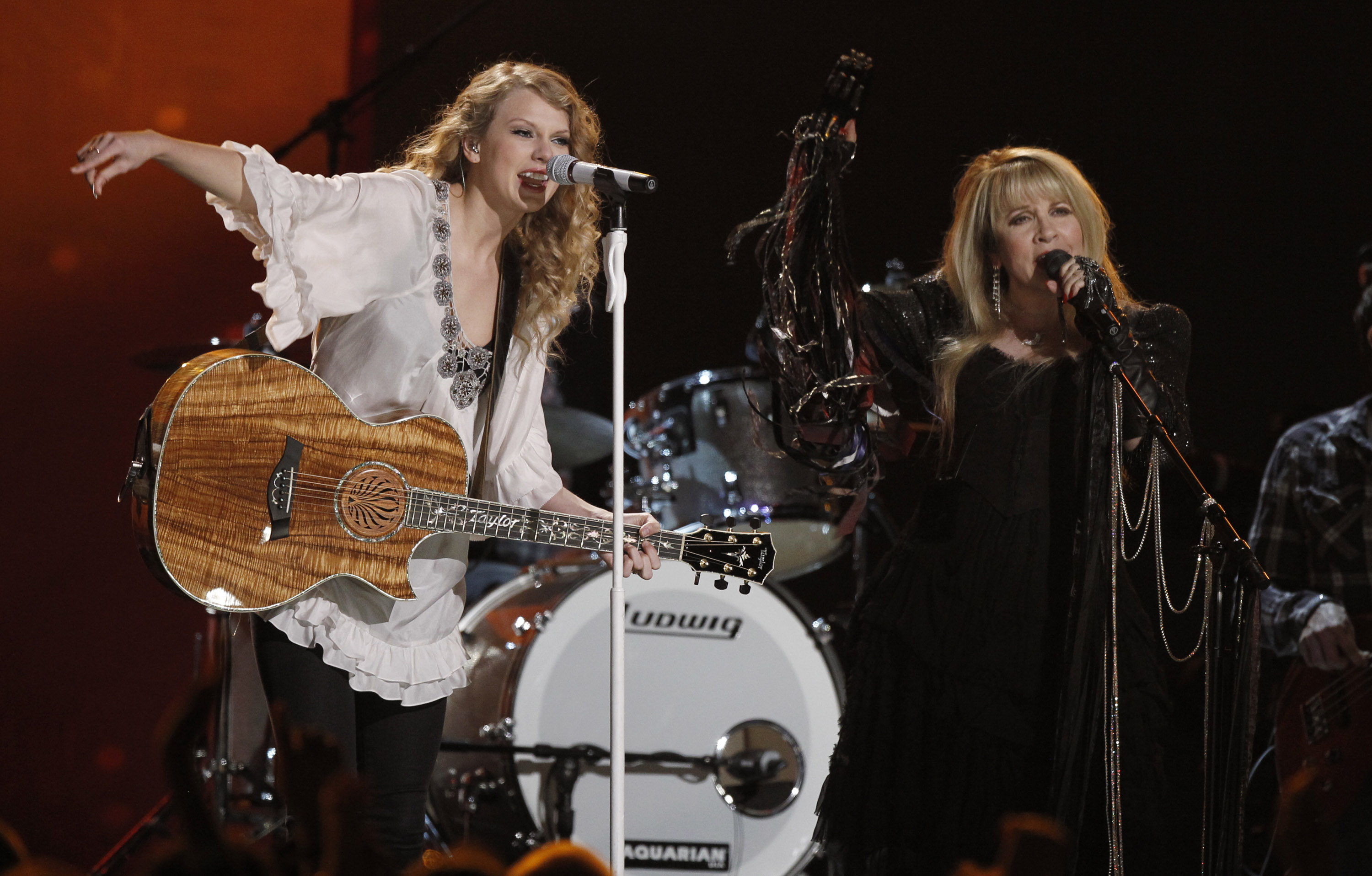 Taylor Swift , left, and Stevie Nicks perform at the Grammy Awards on Sunday, Jan. 31, 2010, in Los Angeles.  (AP Photo/Matt Sayles)
