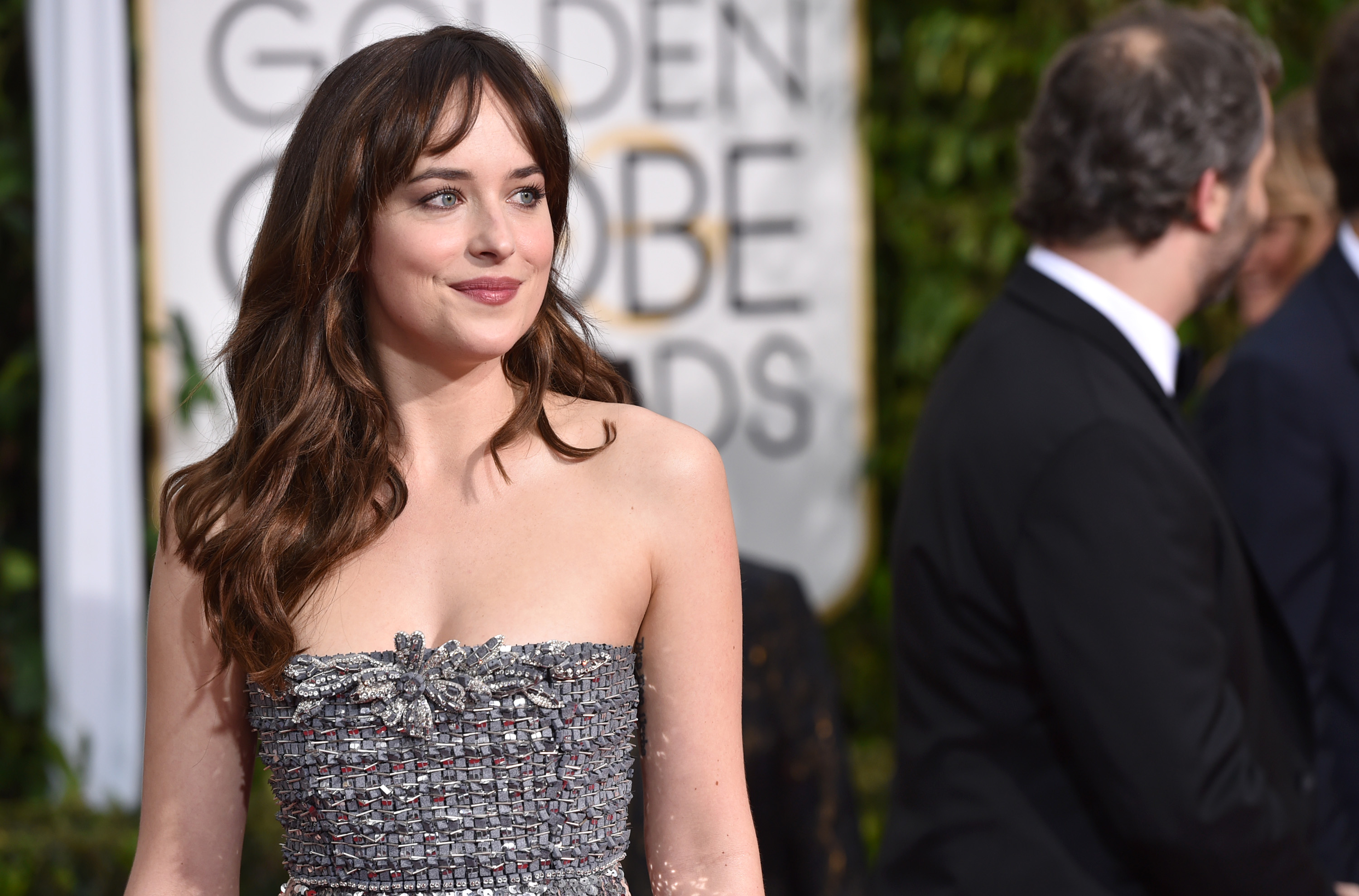 Dakota Johnson arrives at the 72nd annual Golden Globe Awards at the Beverly Hilton Hotel on Sunday, Jan. 11, 2015, in Beverly Hills, Calif