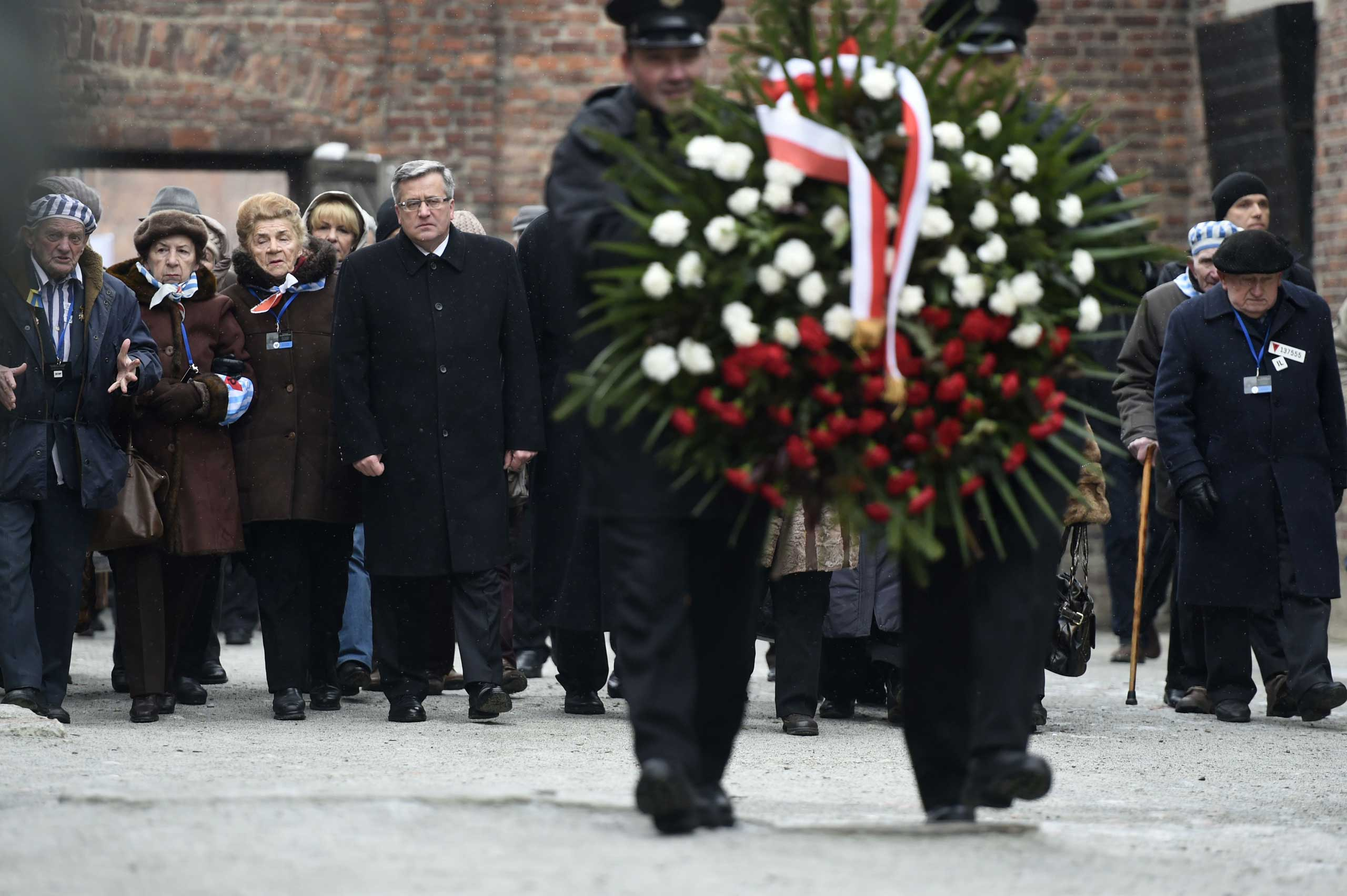 Polish President Bronislaw Komorowski and Auschwitz survivors lay down a wreath at the death wall of the former Auschwitz concentration camp on Jan. 27, 2015 at the Auschwitz-Birkenau memorial site in Oswiecim.