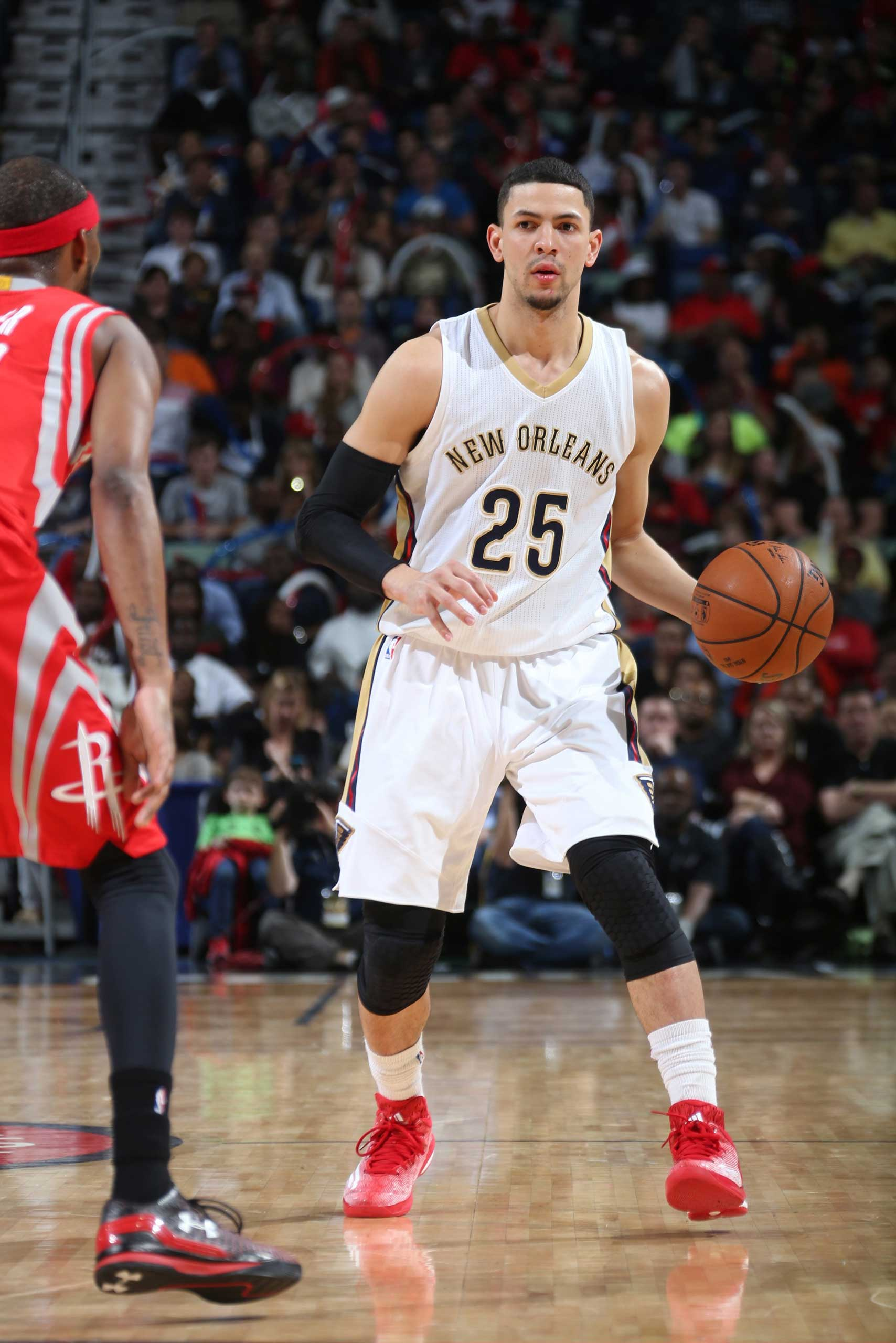 Austin Rivers of the New Orleans Pelicans handles the ball against the Houston Rockets on Jan, 2, 2015 at Smoothie King Center in New Orleans.