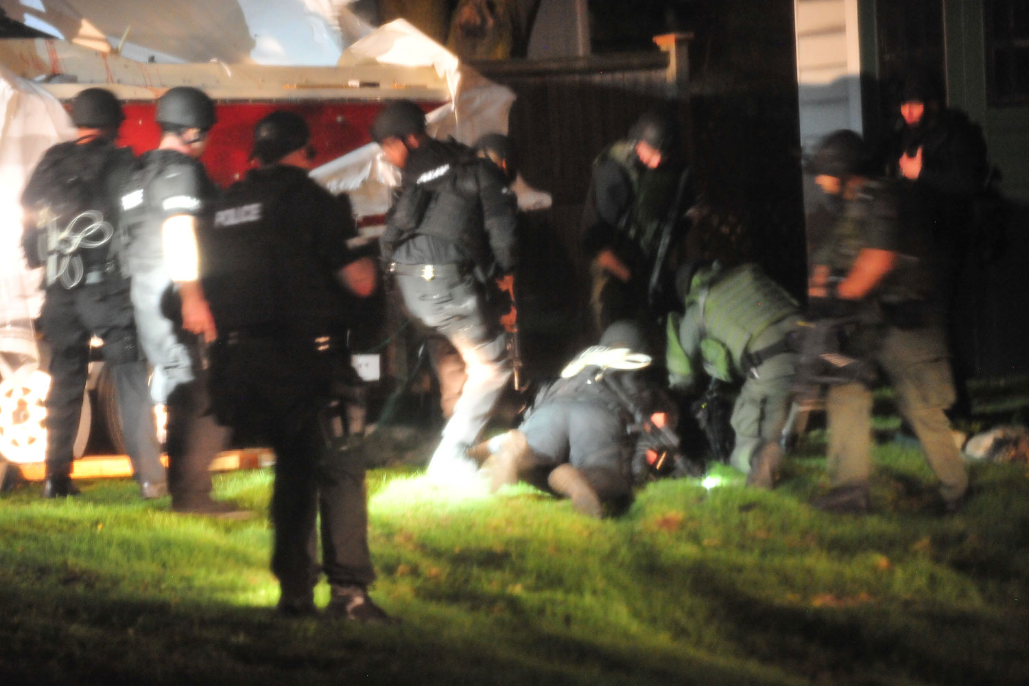 <b>7:40:31 p.m.</b> Tactical units remove Tsarnaev from the boat and place him in custody.