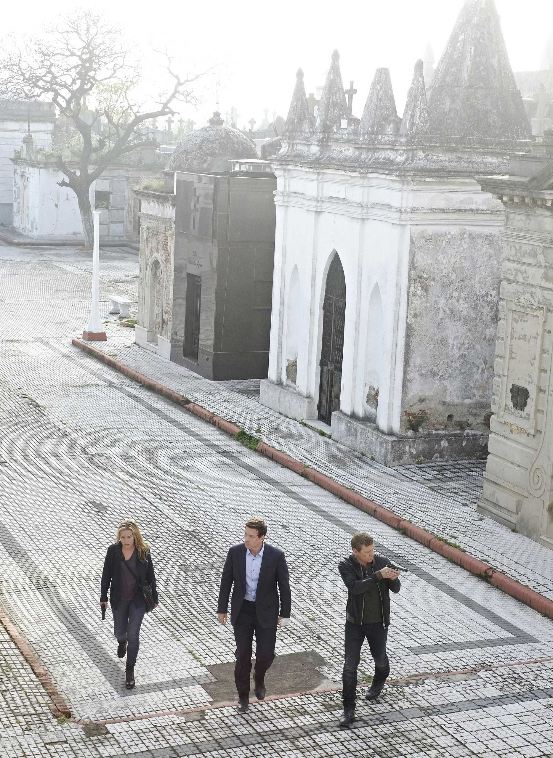 (left-right) Piper Perabo as Annie Walker, Shawn Doyle as Belenko, Nic Bishop as Ryan McQuaid in Covert Affaris Episode 516