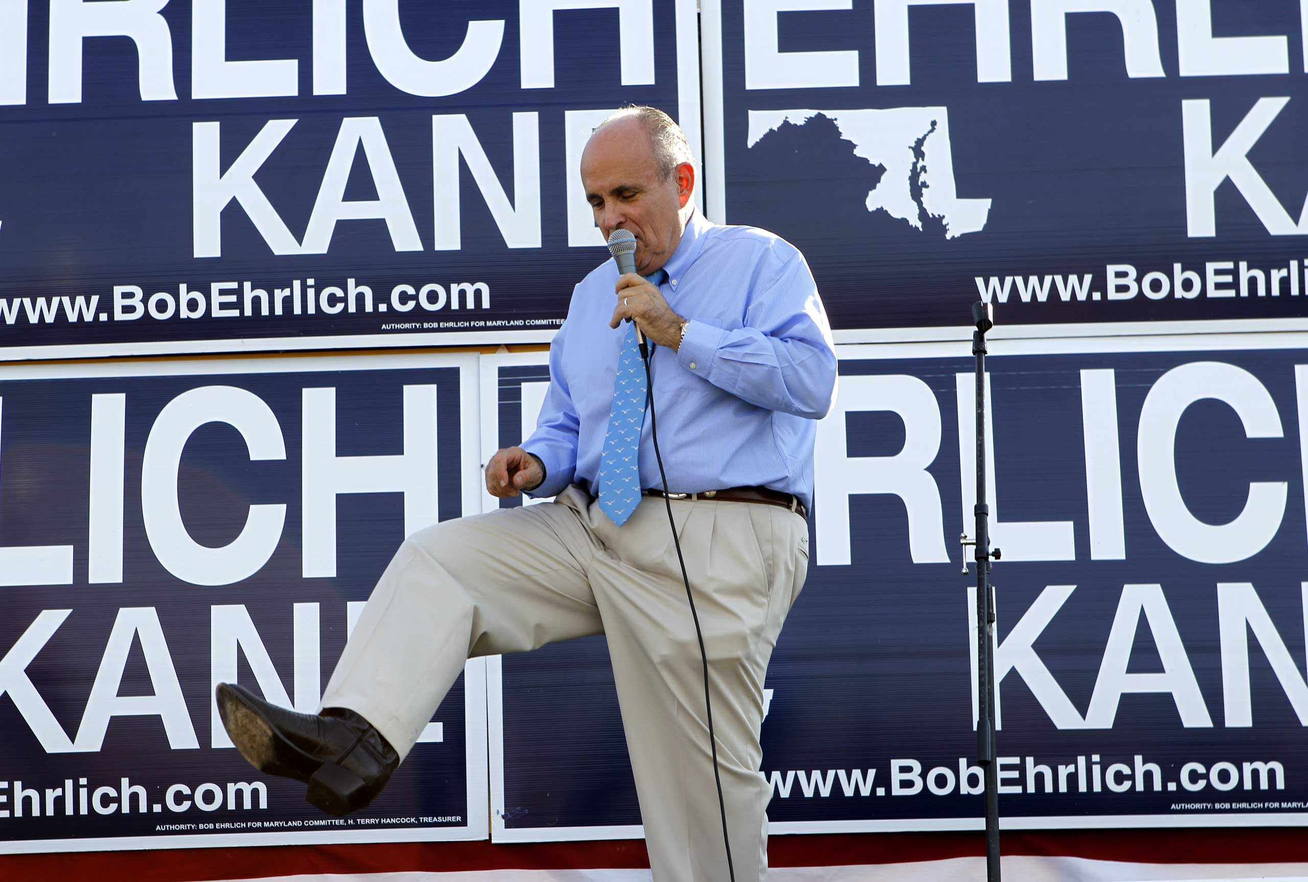 Even former New York City Mayor Rudolph Giuliani was known to sport a pair.