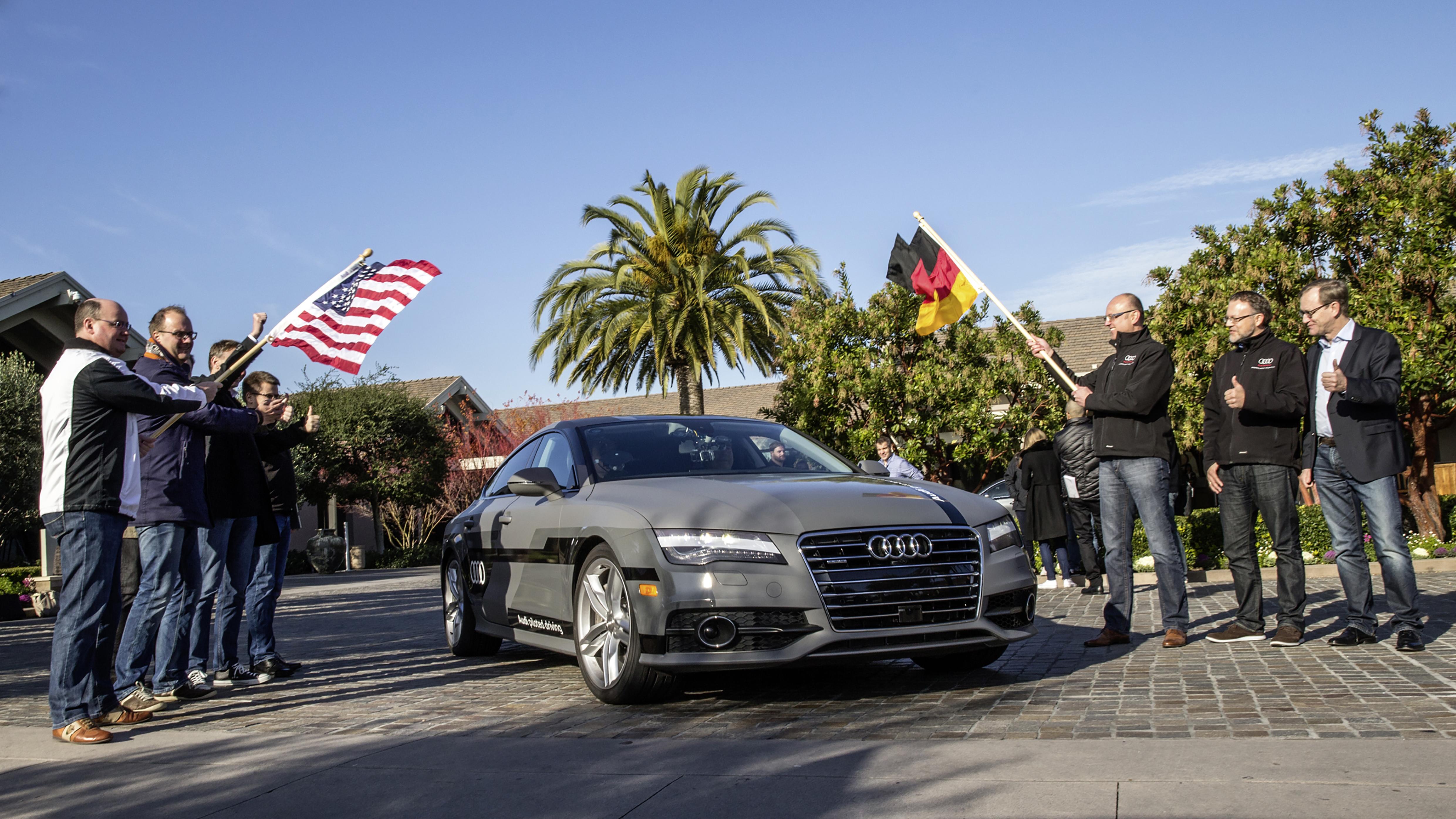 ?Start zur 550 Meilen langen pilotierten Testfahrt vom Silicon Valley nach Las Vegas: Ricky Hudi, Leiter Entwicklung Elektrik/Elektronik, (links) und Ewald Goessmann, Excecutive Director Electronic Research Lab California (ERL), (Dritter von rechts) schicken den Audi A7 Sportback piloted driving concept auf die Strecke.?