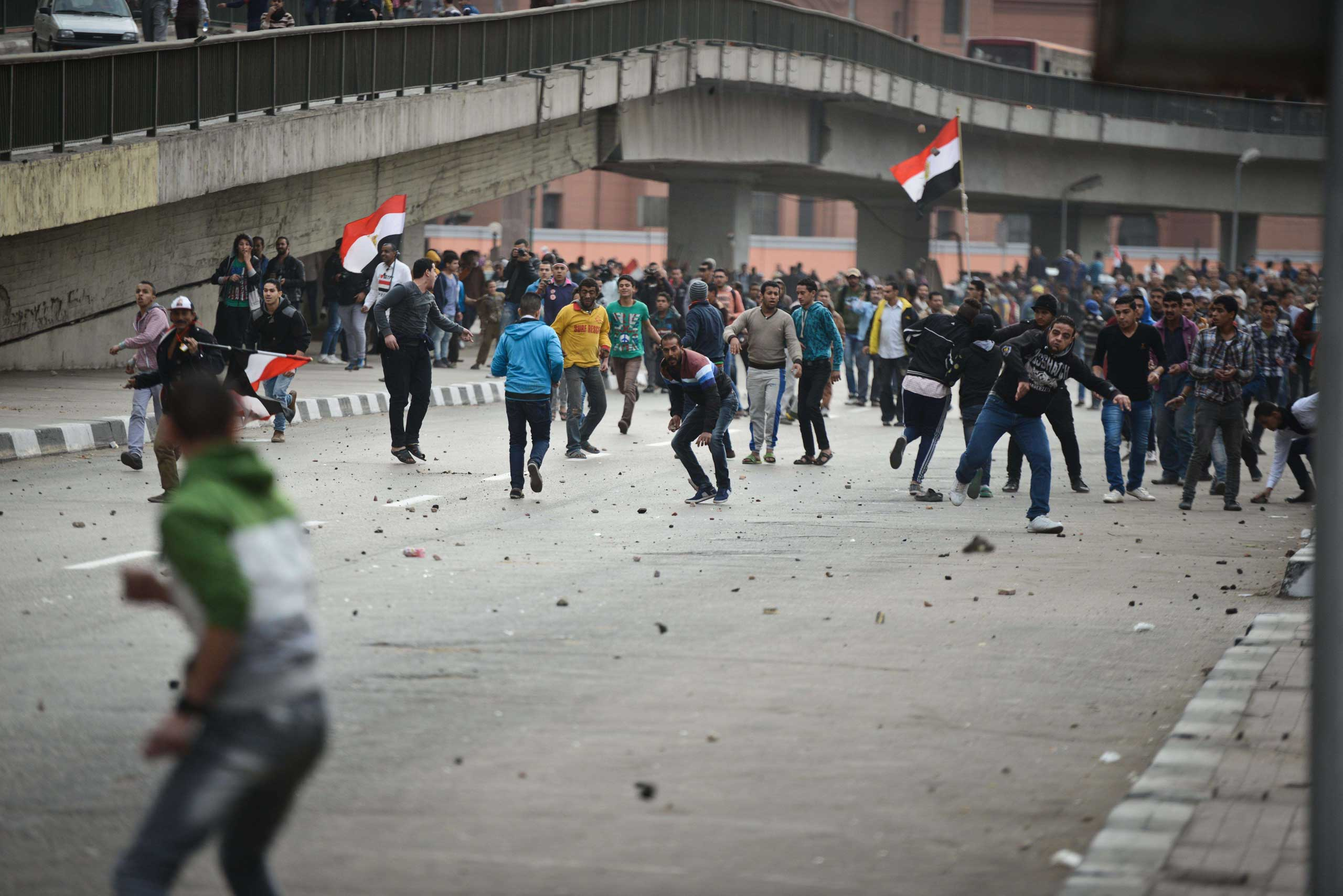 Supporters of President Abdul Fattah al-Sisi clash with anti-government protesters following demonstrations in Cairo on Jan. 25, 2015.