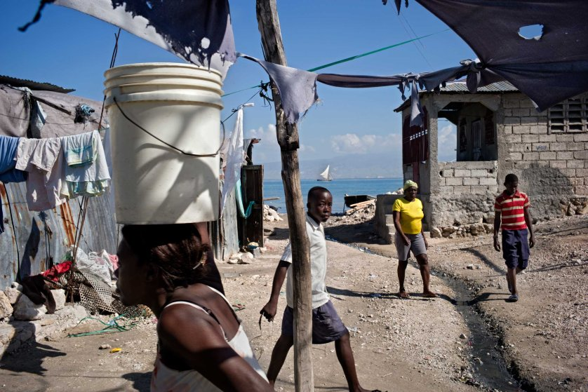 Port au Prince, Haïti, 28 November 2014The city keep on extending on the seaside and the new districts are poor and densely populated. Neither water nor sewer, no electricity...life is very basic here.La ville ne cesse de s'étendre sur le bord de mer et les quartiers aménagés sont densément peuplés et pauvres. Pas d'eau ni canalisation d'égouts, pas d'électricté,... La vie y est rudimentaire.