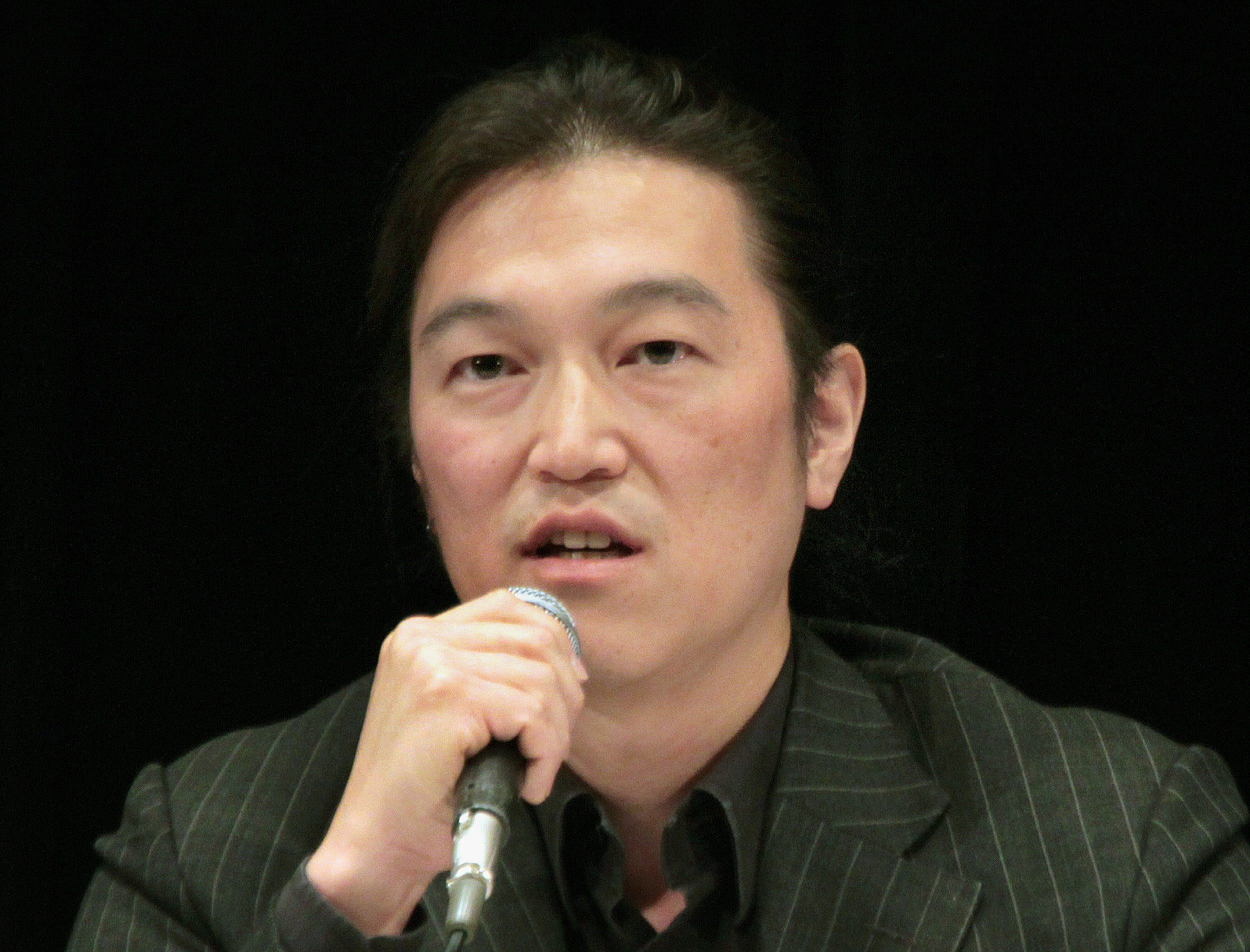 Japanese journalist Kenji Goto delivering a lecture during a symposium in Tokyo on Oct. 27, 2010.
