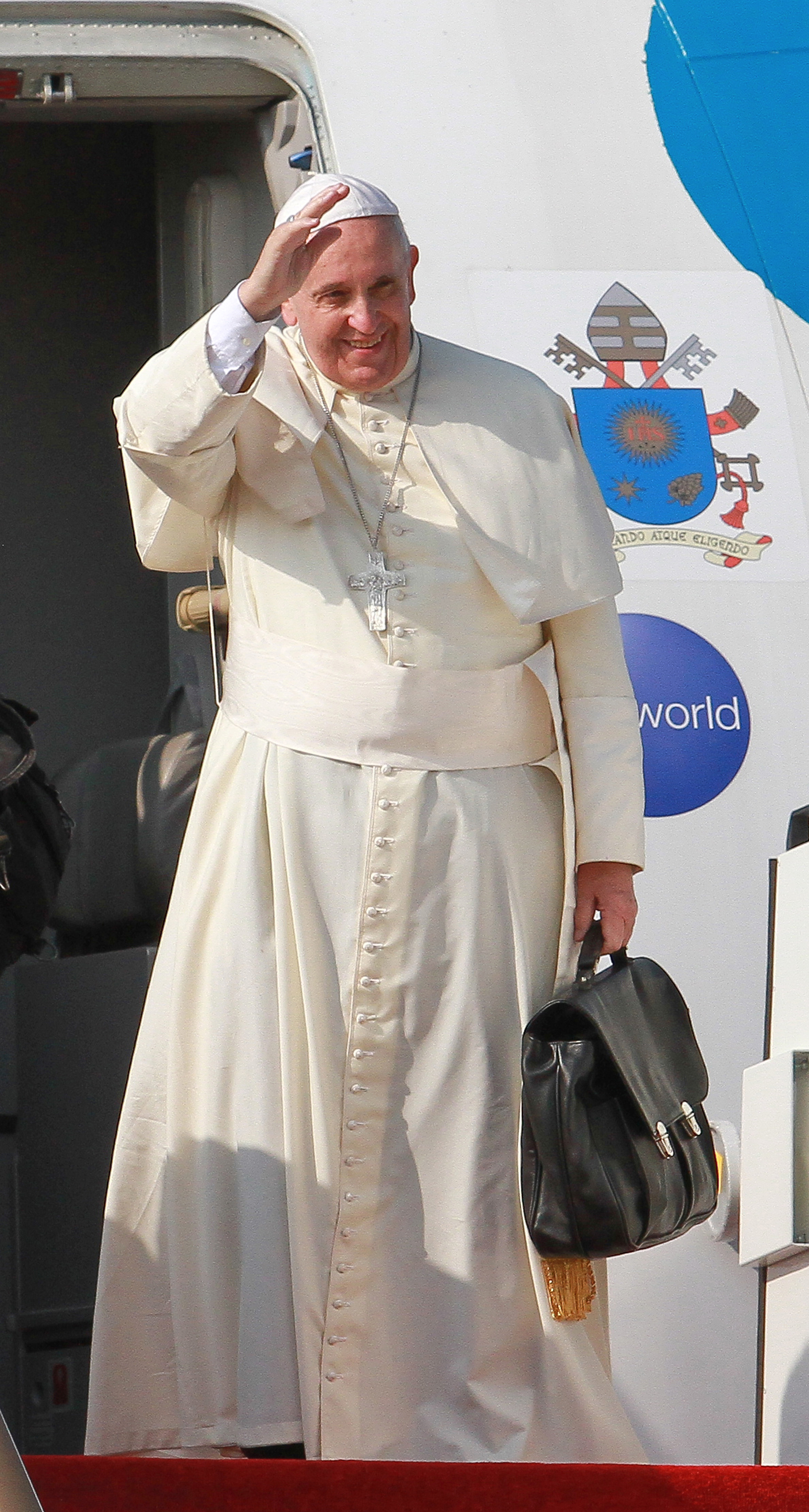 Pope Francis waves during the departure ceremony at the Bandaranaike International Airport  in Colombo, Sri Lank on Jan. 15, 2015.