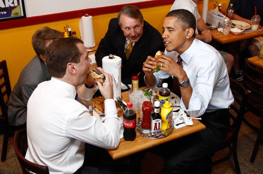 Russia's President Medvedev and U.S. President Obama have burgers for lunch at Ray's Hell Burger restaurant in Arlington