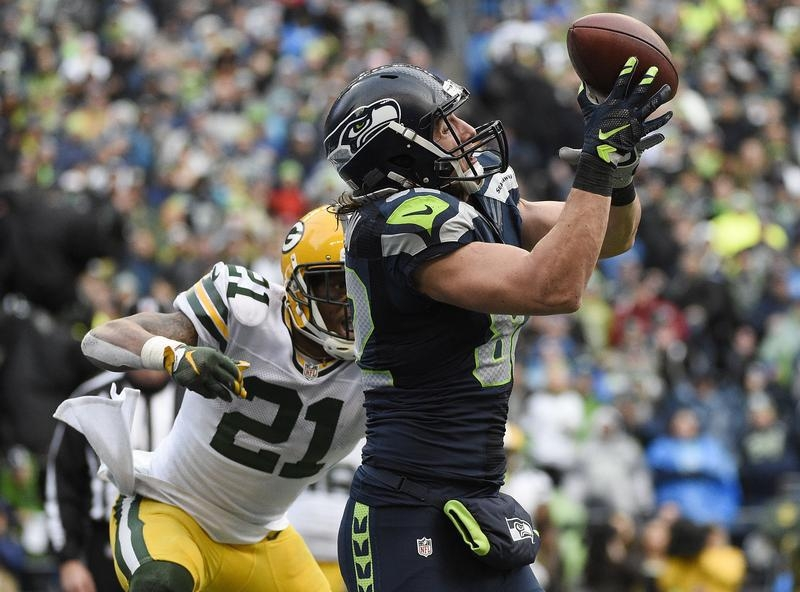 January 18, 2015; Seattle, WA, USA; Seattle Seahawks tight end Luke Willson (82) catches a pass for a two point conversion against the defense of Green Bay Packers free safety Ha Ha Clinton-Dix (21) during the second half in the NFC Championship game at CenturyLink Field. Mandatory Credit: Kyle Terada-USA TODAY Sports - RTR4LX3U
