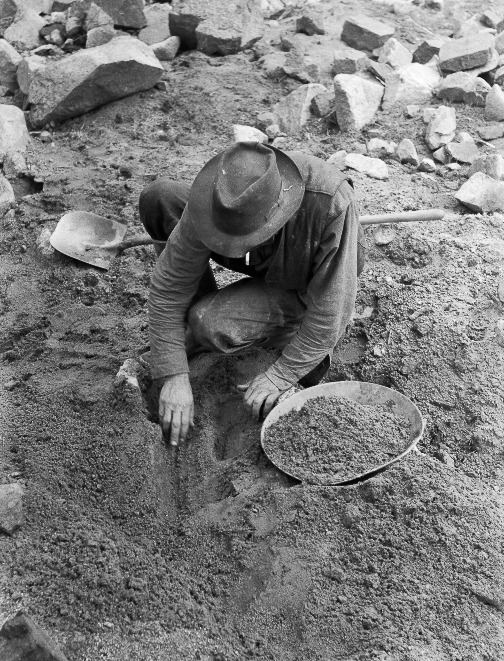 Gold prospector. Pinos Altos, N.M., 1940.