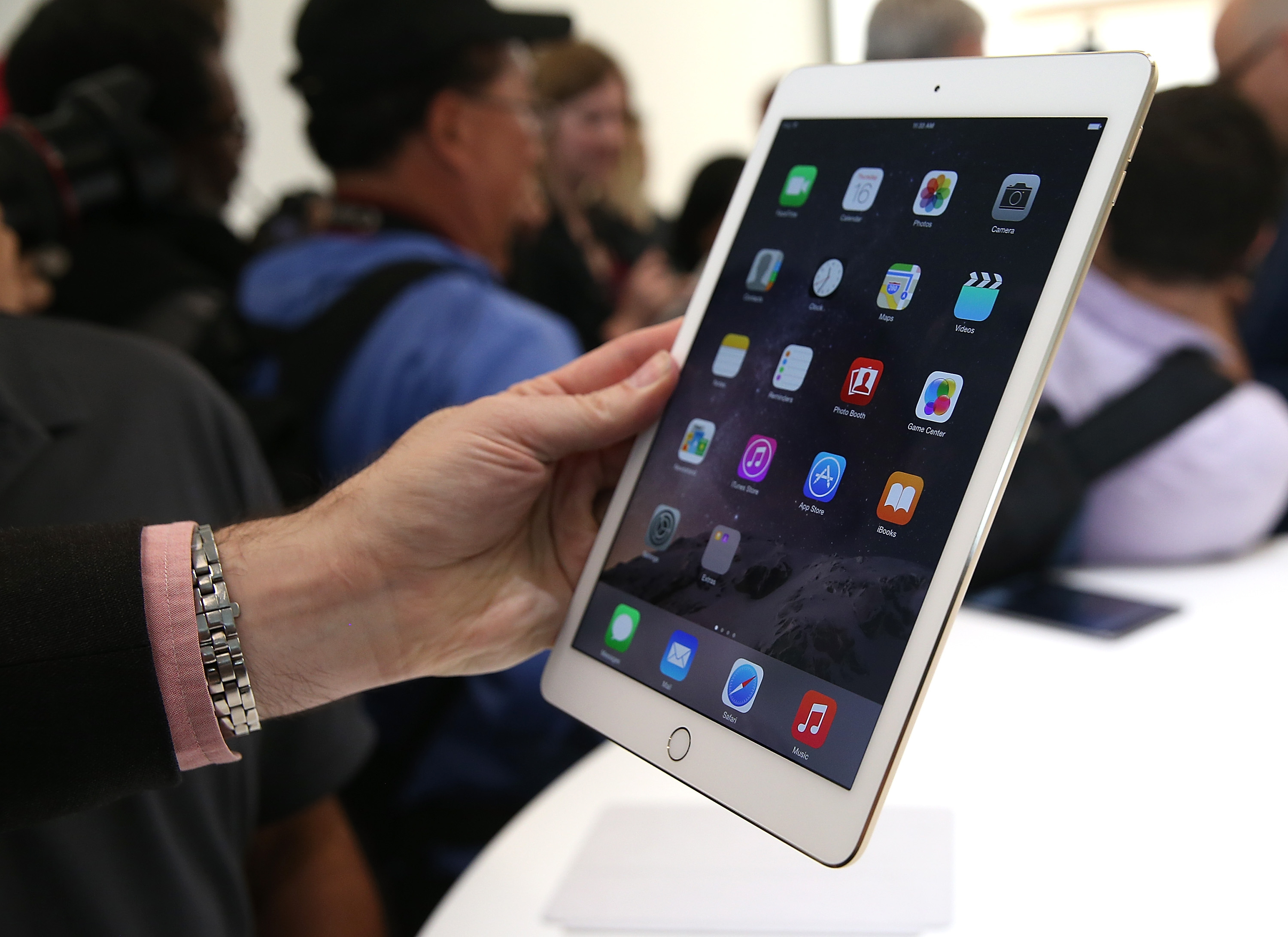 An attendee inspects new iPad Air 2 during an Apple special event on October 16, 2014 in Cupertino, California.