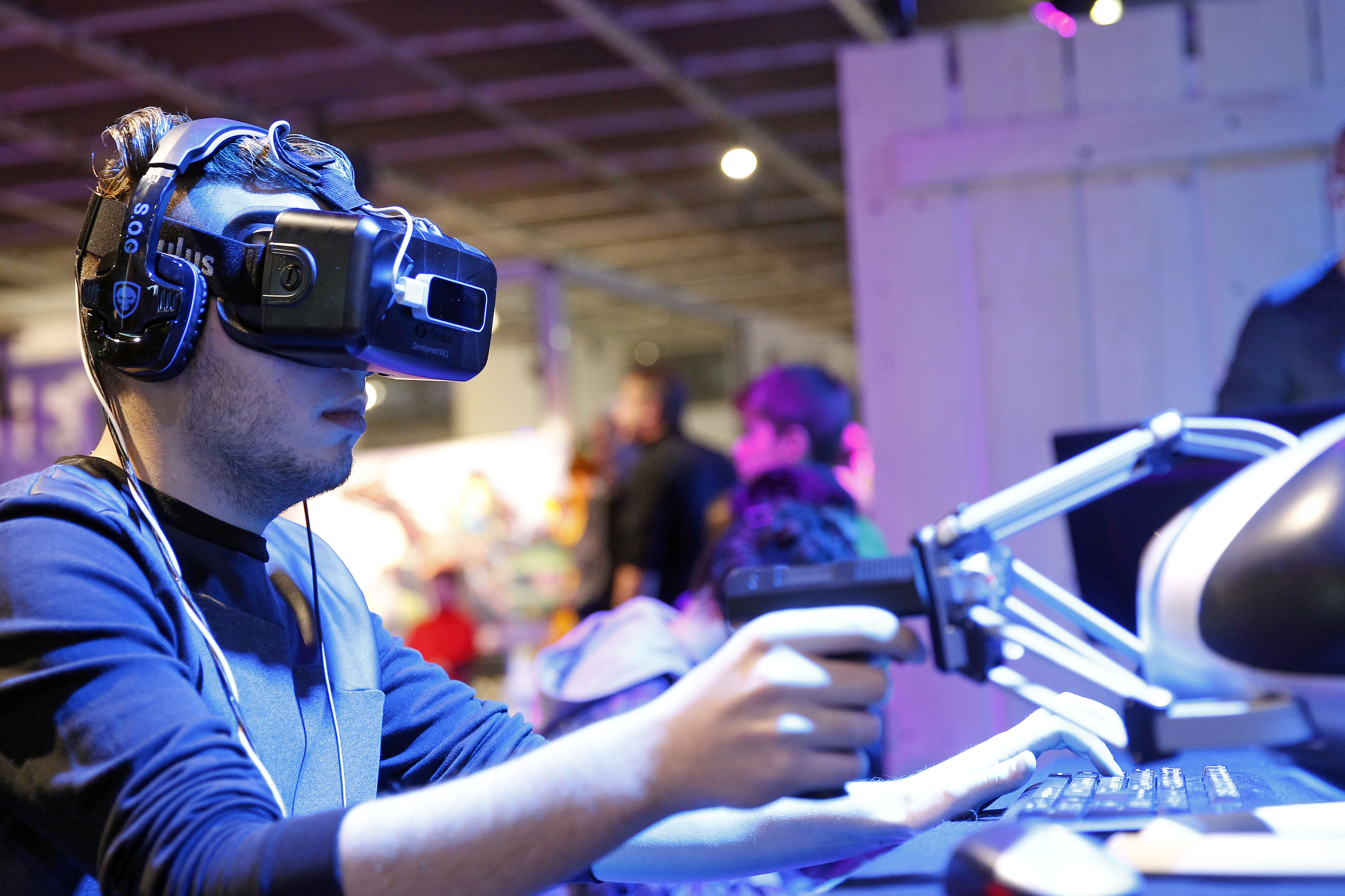 A gamer plays a game with the virtual reality head-mounted display 'Oculus Rift' during the 'Noel de Geek' at the Cite des Sciences et de l'industrie on December 23, 2014 in Paris, France.