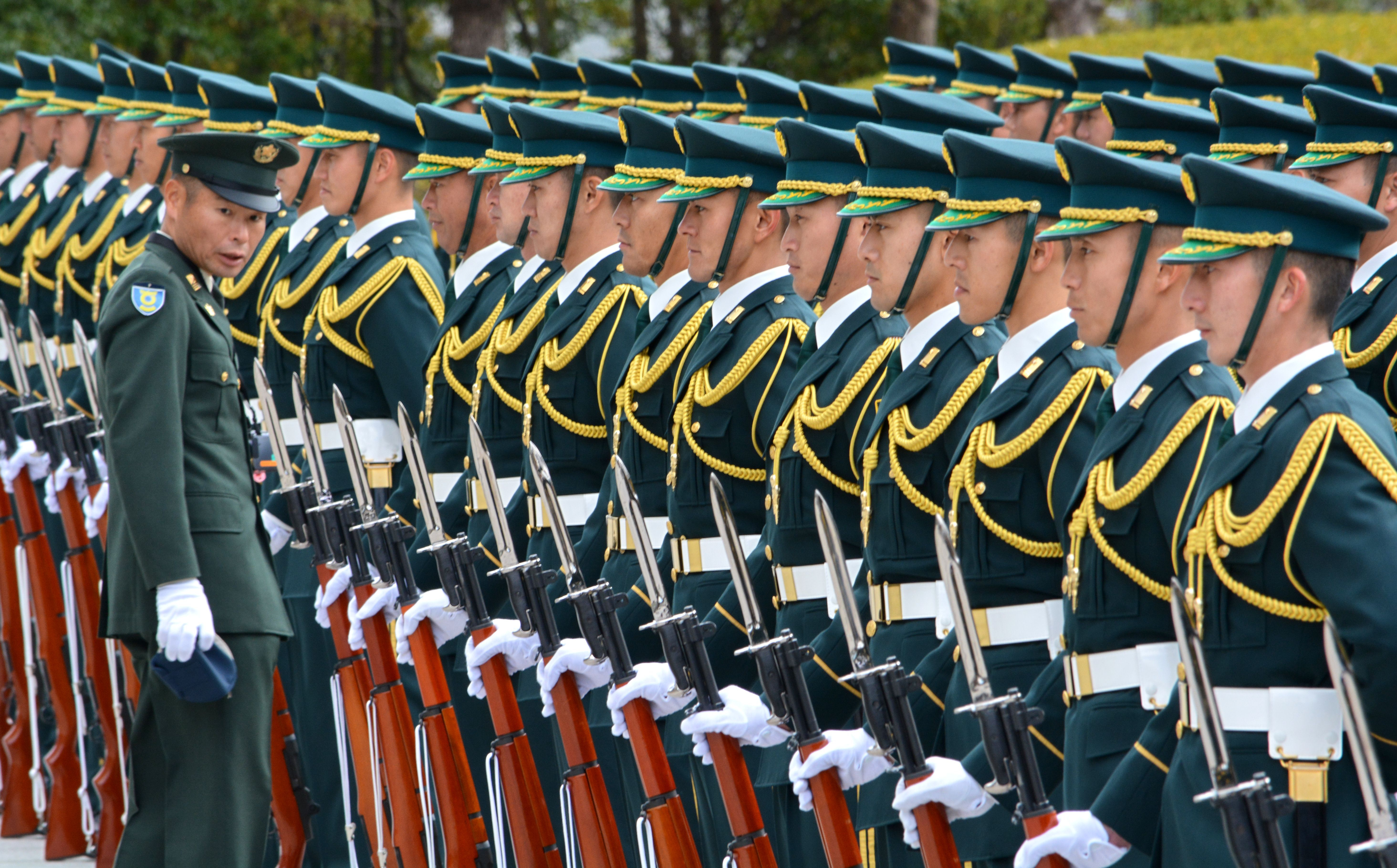 Japan's Self-Defense Force honor guards prepare for a welcoming ceremony of new Defense Minister Gen Nakatani in Tokyo on Dec. 25, 2014