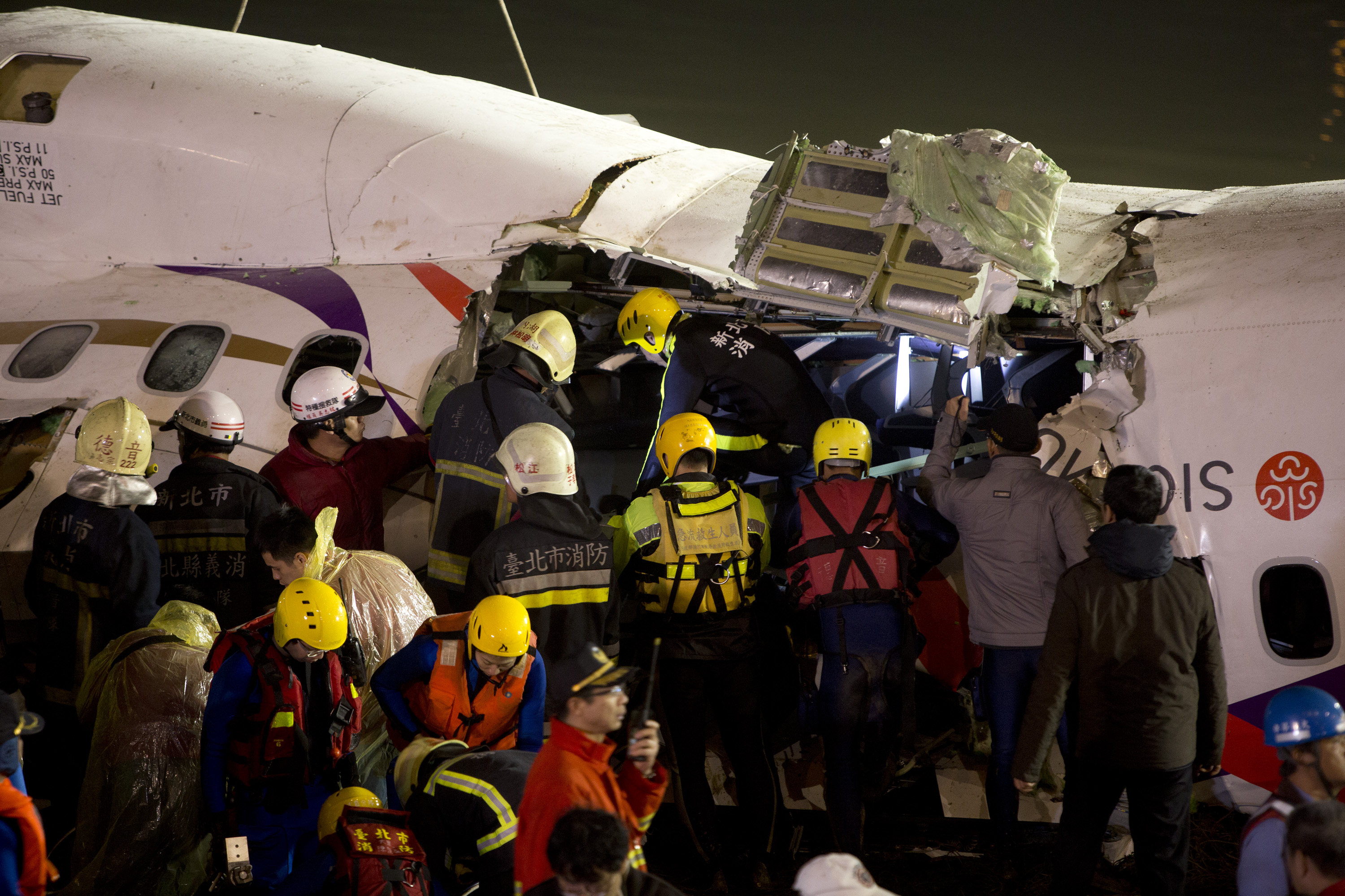TAIPEI, TAIWAN - FEBRUARY 04: Rescuers check the wreckage of the TransAsia ATR 72-600 on the Keelung river at New Taipei City on February 4, 2015.