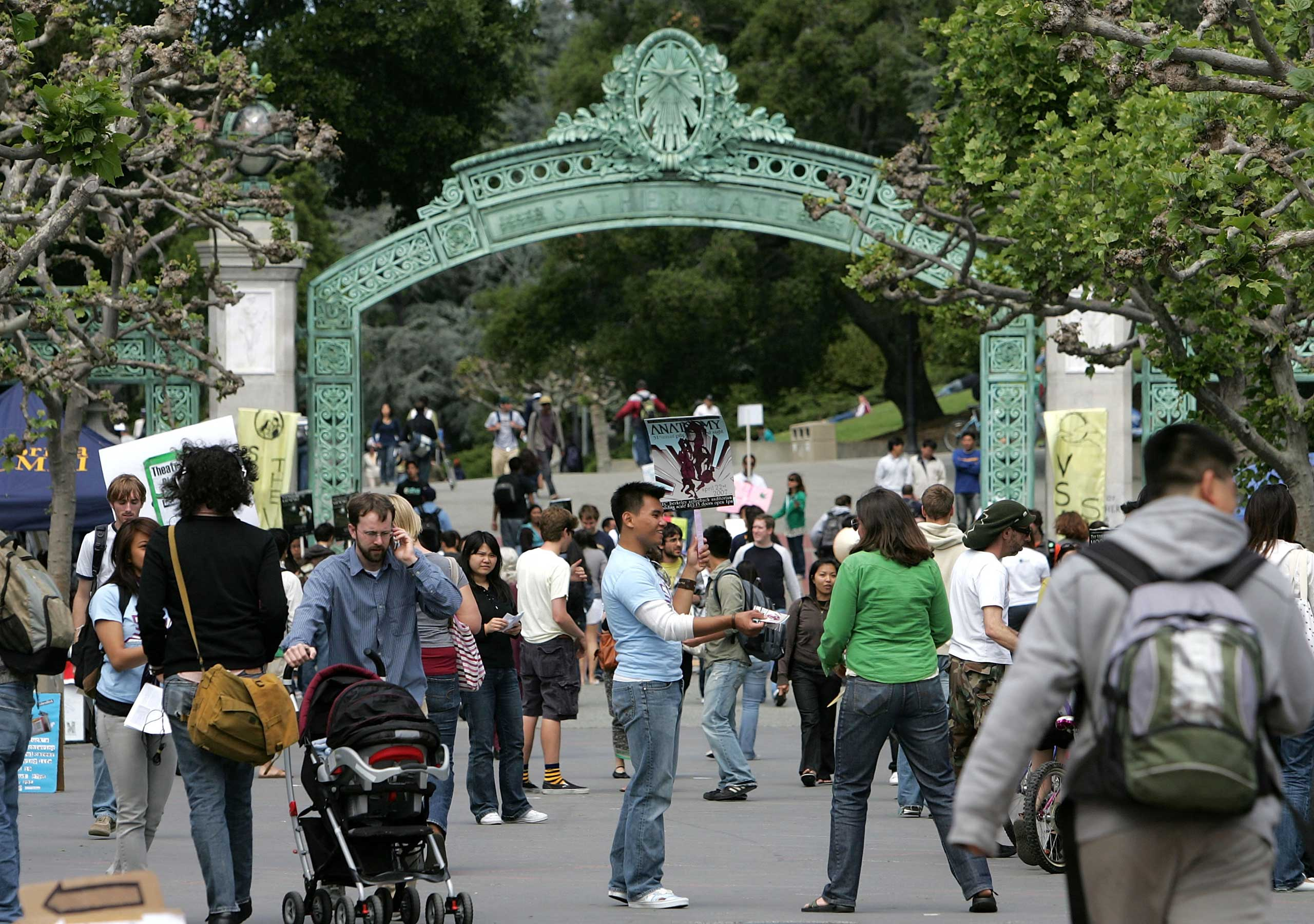 UC Berkeley students walk through Sproul Plaza on the UC Berkeley campus, April 17, 2007 in Berkeley. The University of California system has mandated that all incoming students be vaccinated.