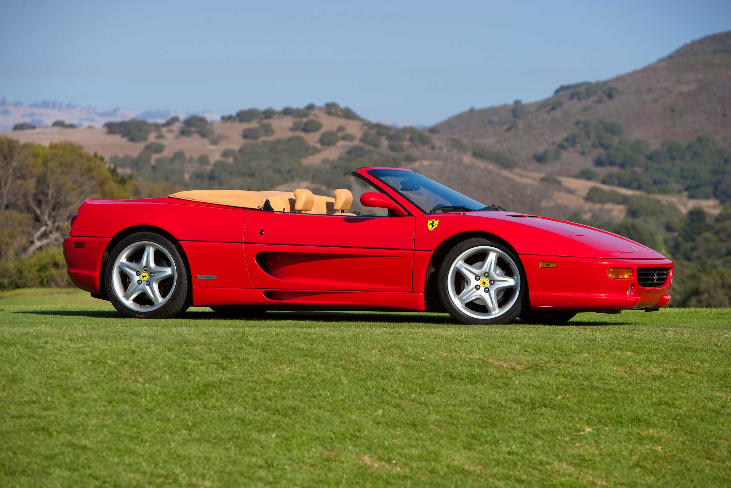1998: The F355 was designed to perform at a high level in various kinds of driving environments.