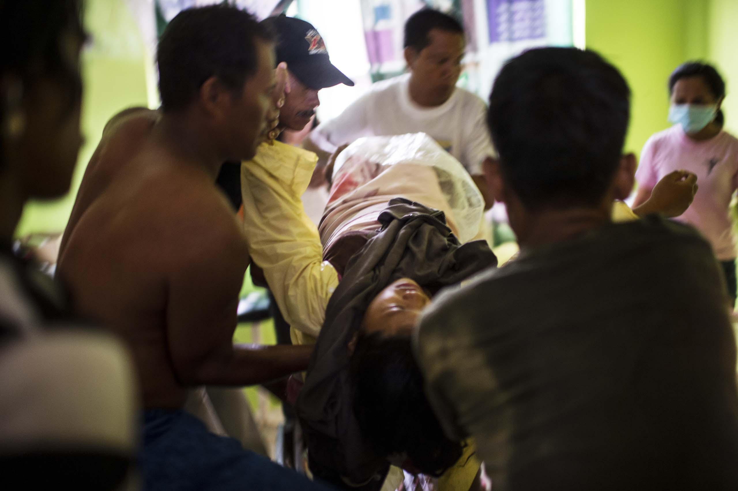 Jan.11, 2014: Analyn Pesado and the baby arrive at the clinic in Tolosa.