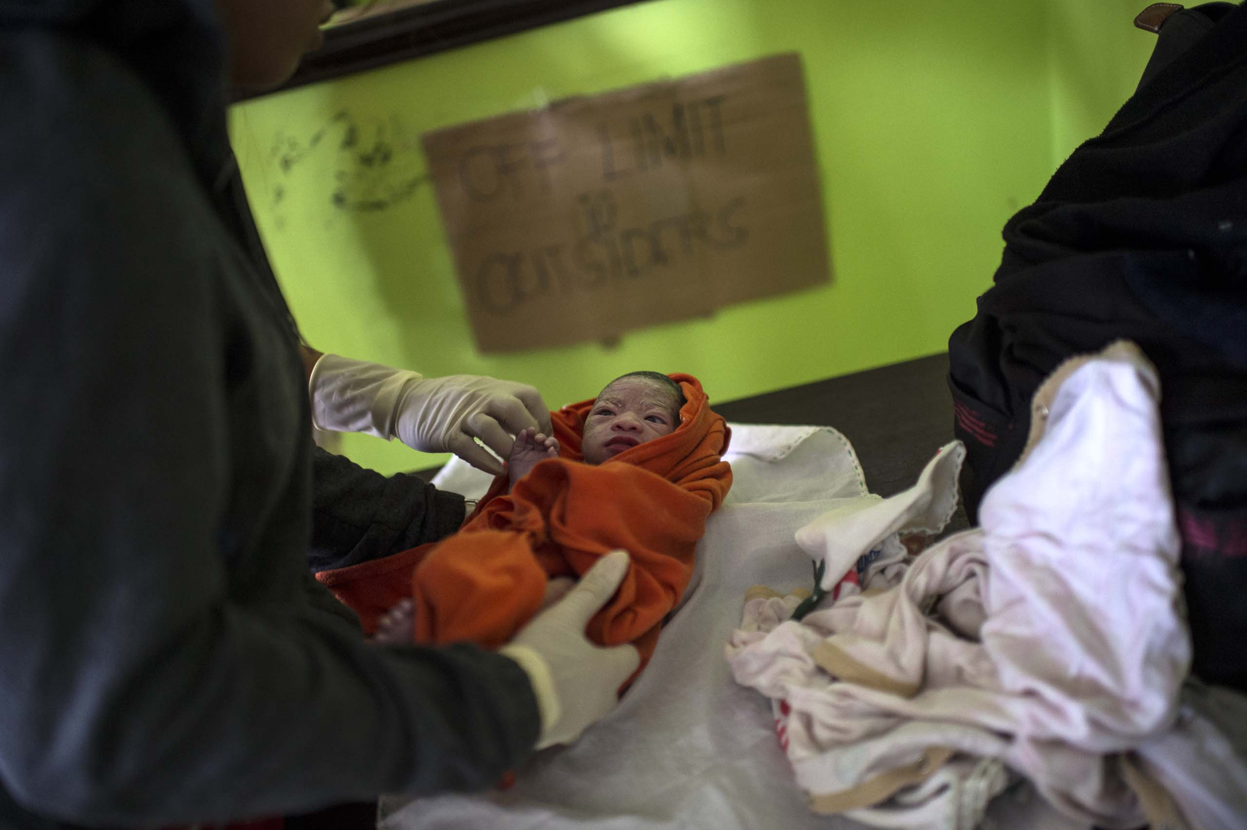 Jan. 11, 2014: Analyn Pesado's baby is monitored at the clinic in Tolosa.