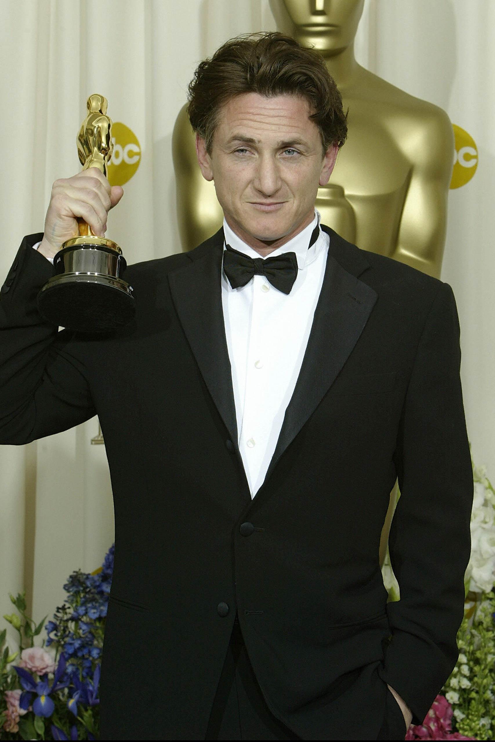 <strong>2004: Sean Penn - <i>Mystic River</i>                                   2009: Sean Penn - <i>Milk</i></strong>