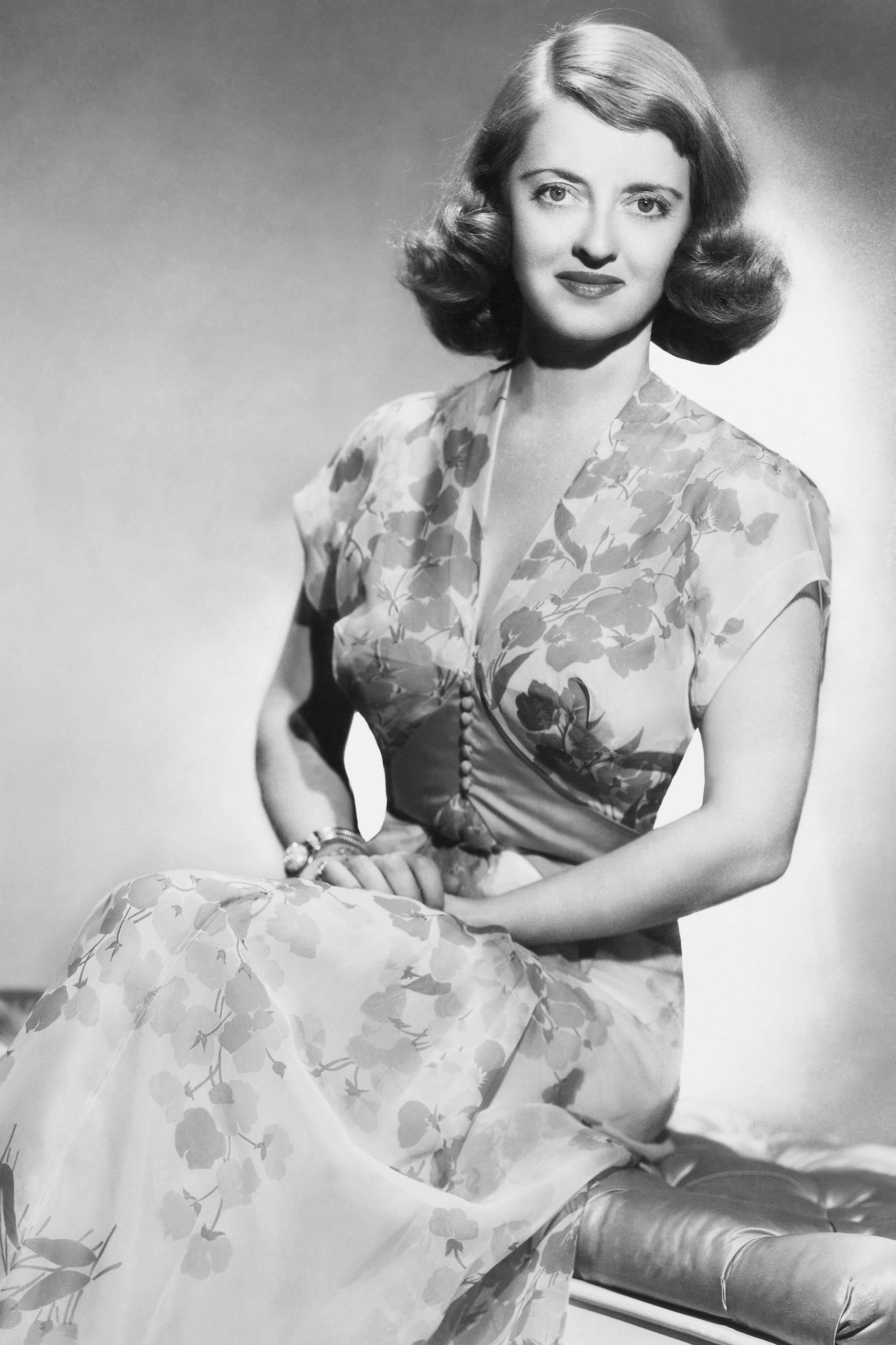 <strong>1936: Bette Davis - <i>Dangerous</i>                                   1939: Bette Davis - <i>Jezebel</i></strong>