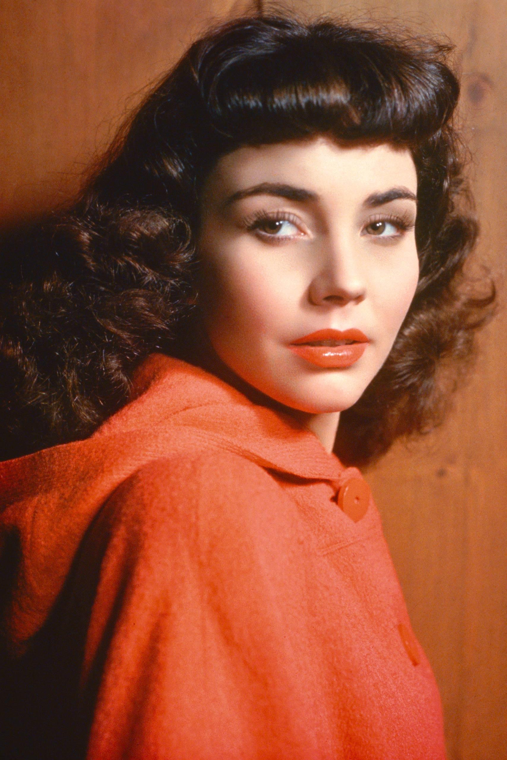 <strong>1944: Jennifer Jones - <i>The Song of Bernadette</i></strong>