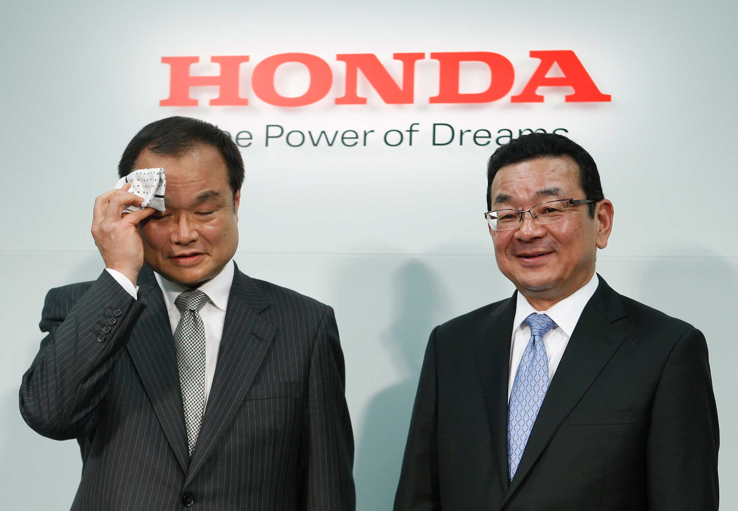 Honda Motor Co's incoming President and Chief Executive Officer Takahiro Hachigo and outgoing President and CEO Takanobu Ito attend a news conference at the company's headquarters in Tokyo, Feb. 23, 2015.