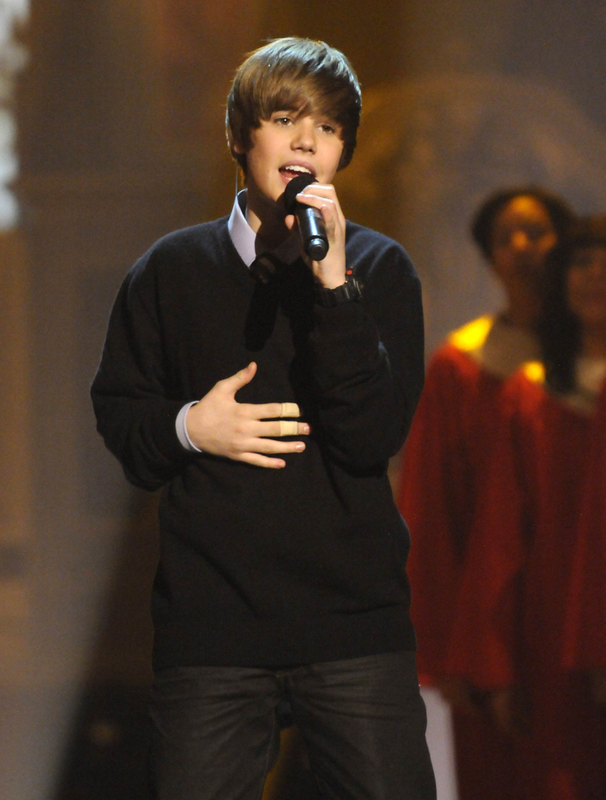 Justin Bieber performs during TNT's <i>Christmas in Washington 2009</i> at the National Building Museum in Washington, DC in 2009.