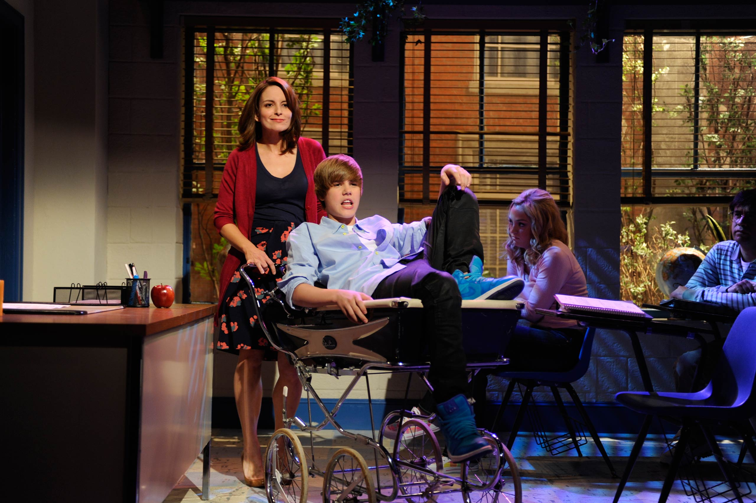 Tina Fey and Justin Bieber appear on <i>Saturday Night Live</i>.