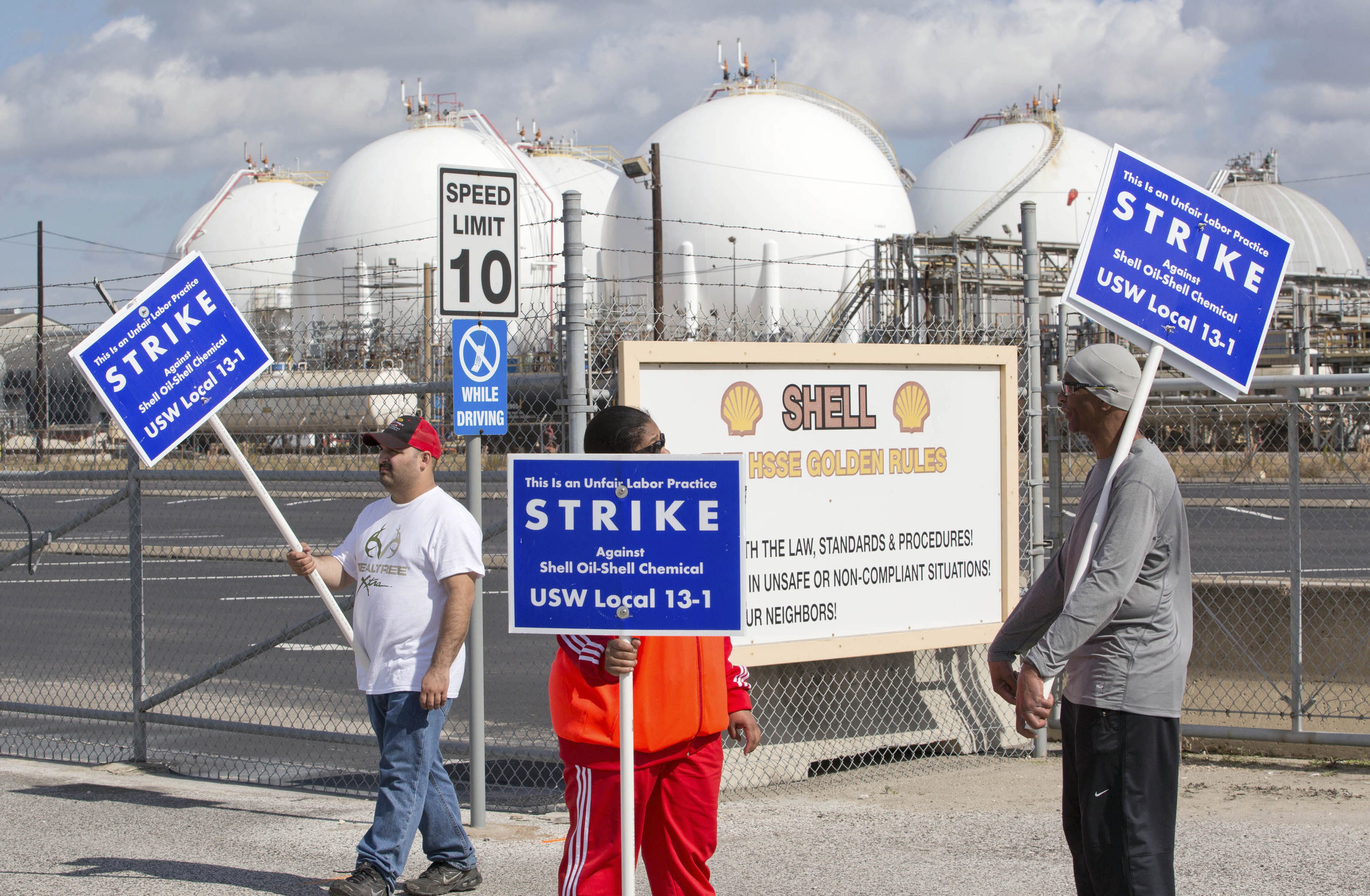 Workers from the United Steelworkers (USW) union walk a picket line outside the Shell Oil Deer Park Refinery in Deer Park, Texas on Feb. 1, 2015.