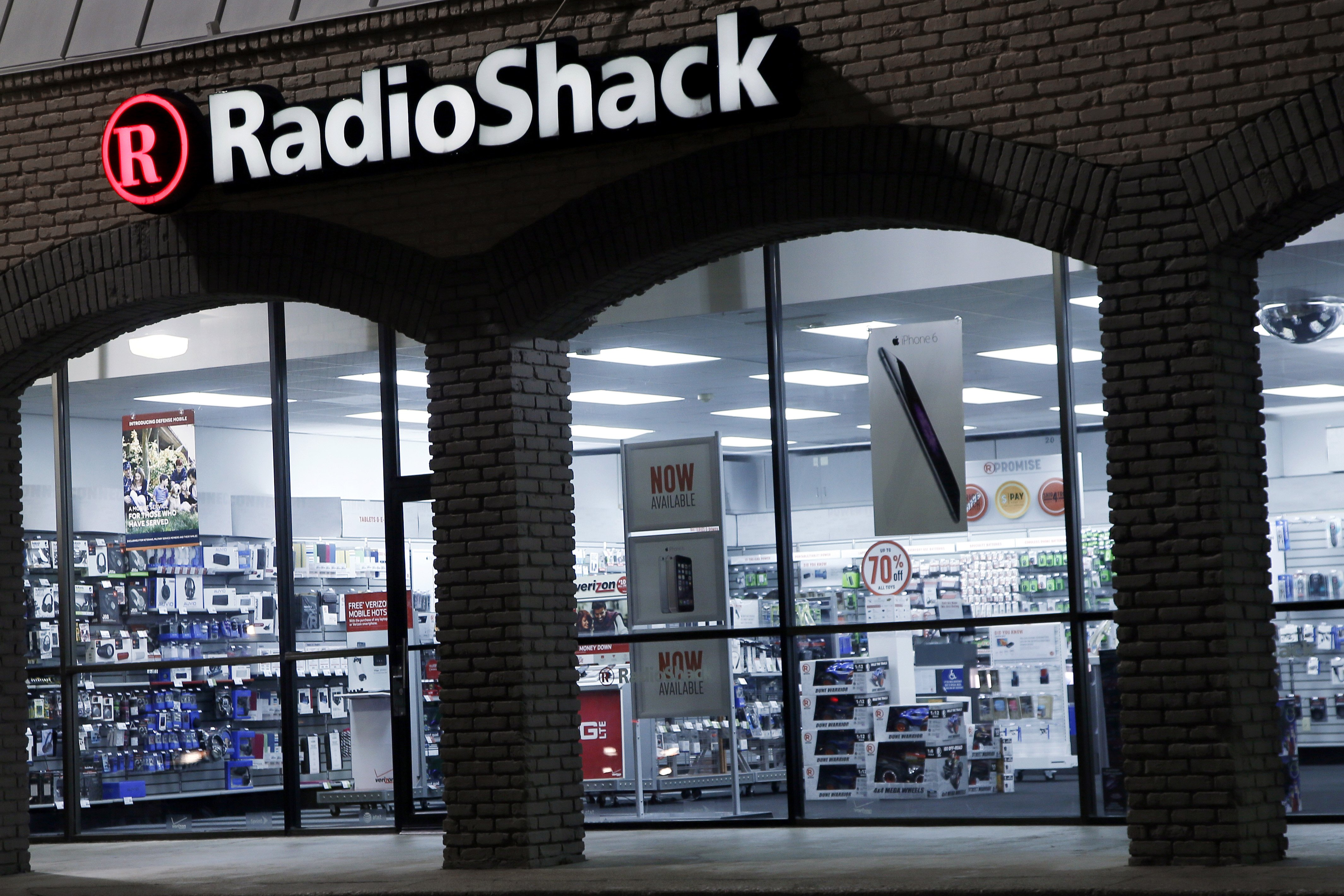 A RadioShack store location sits empty of customers, Feb. 3, 2015, in Richardson, Tx.