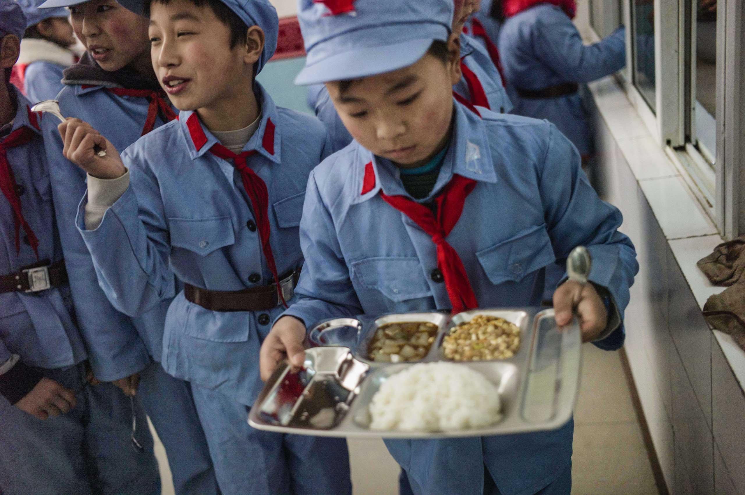 Children take their lunch.