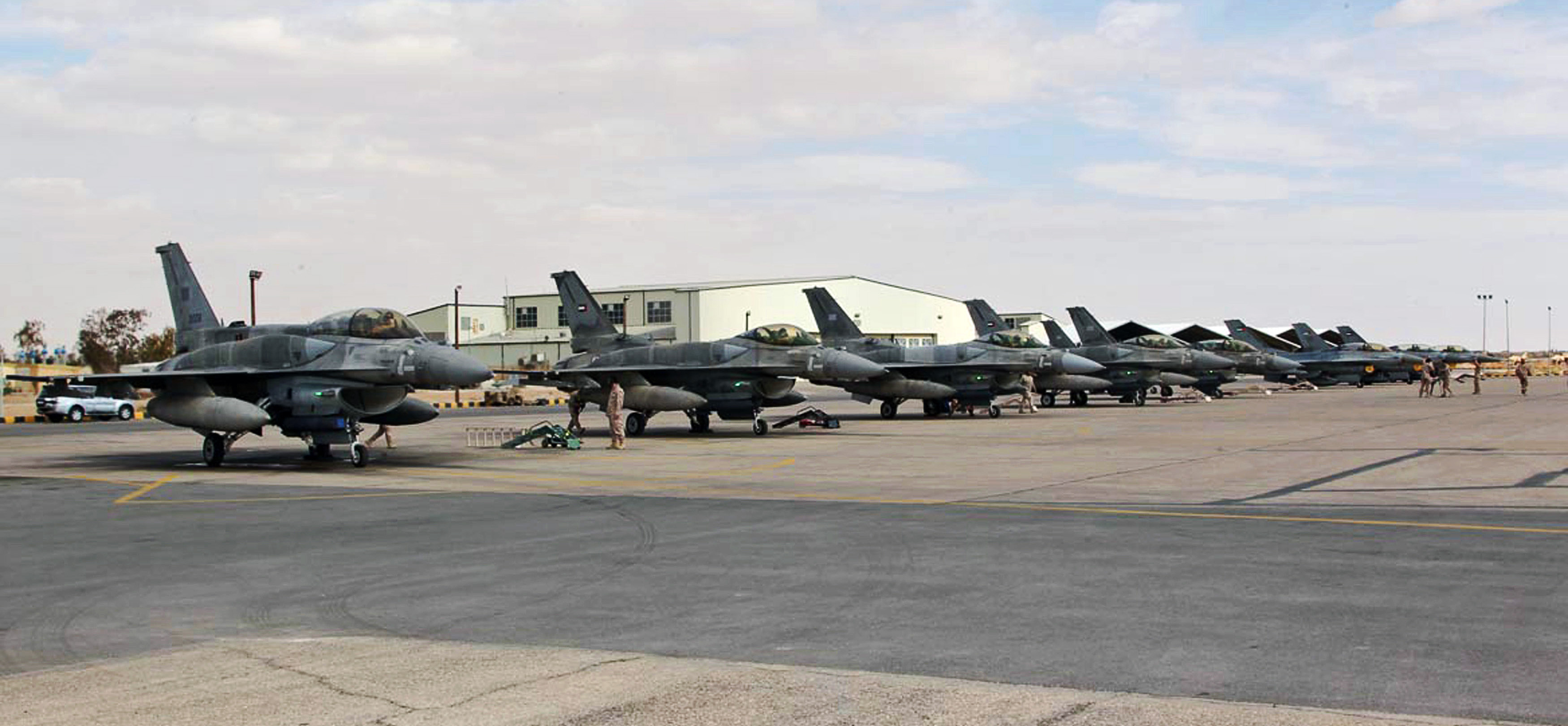 F-16 fighters from the United Arab Emirates arrived at an air base in Jordan over the weekend, ready to attack ISIS targets.