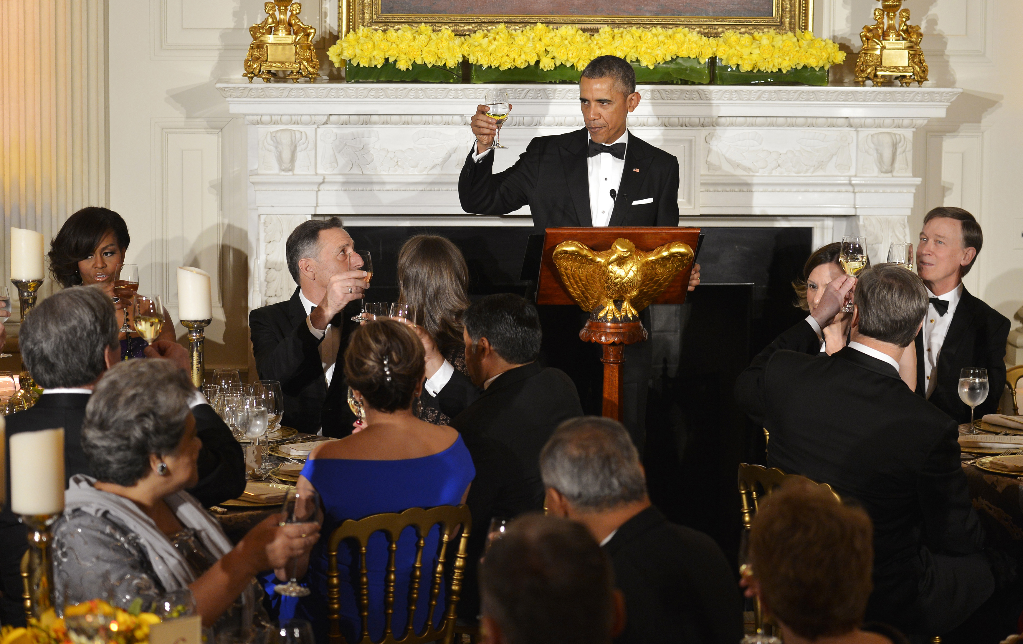 U.S. President Barack Obama, center, raises his glass to toast attendees from the National Governors Association (NGA) at a dinner in the State Dining Room of the White House in Washington, D.C., on Feb. 22, 2015