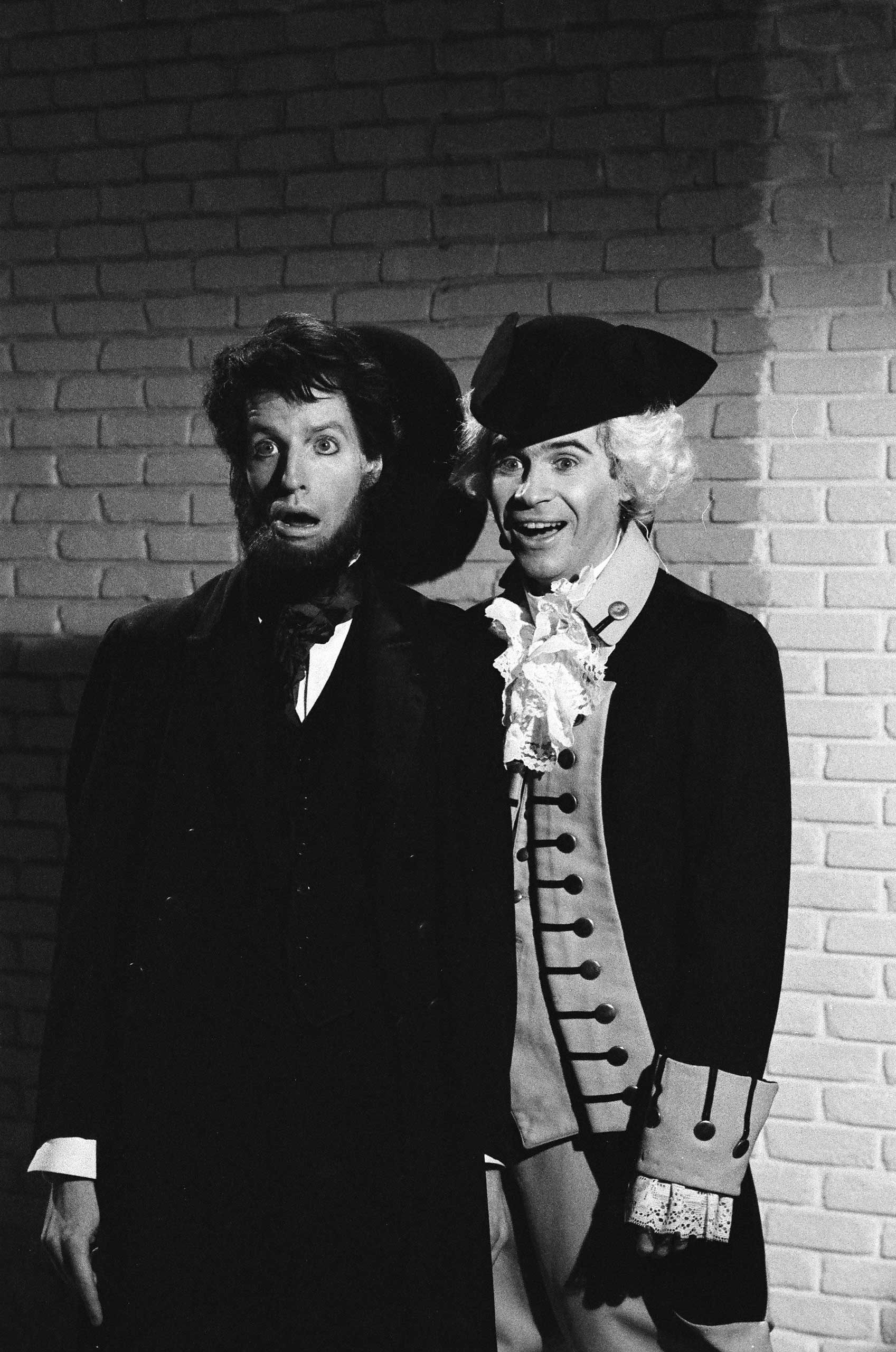 Terry Sweeney as Abraham Lincoln and Dennis Miller as George Washington during the 'Jack's Discount Emporium' skit on Jan. 18, 1986.