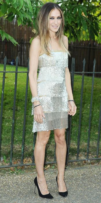 NAEEM KHAN, 2013                                Parker shimmered in a silver-gold beaded Naeem Khan fringe dress that was reminiscent of the flapper era. She styled it with bangles, layered necklaces and black pointy-toe pumps.