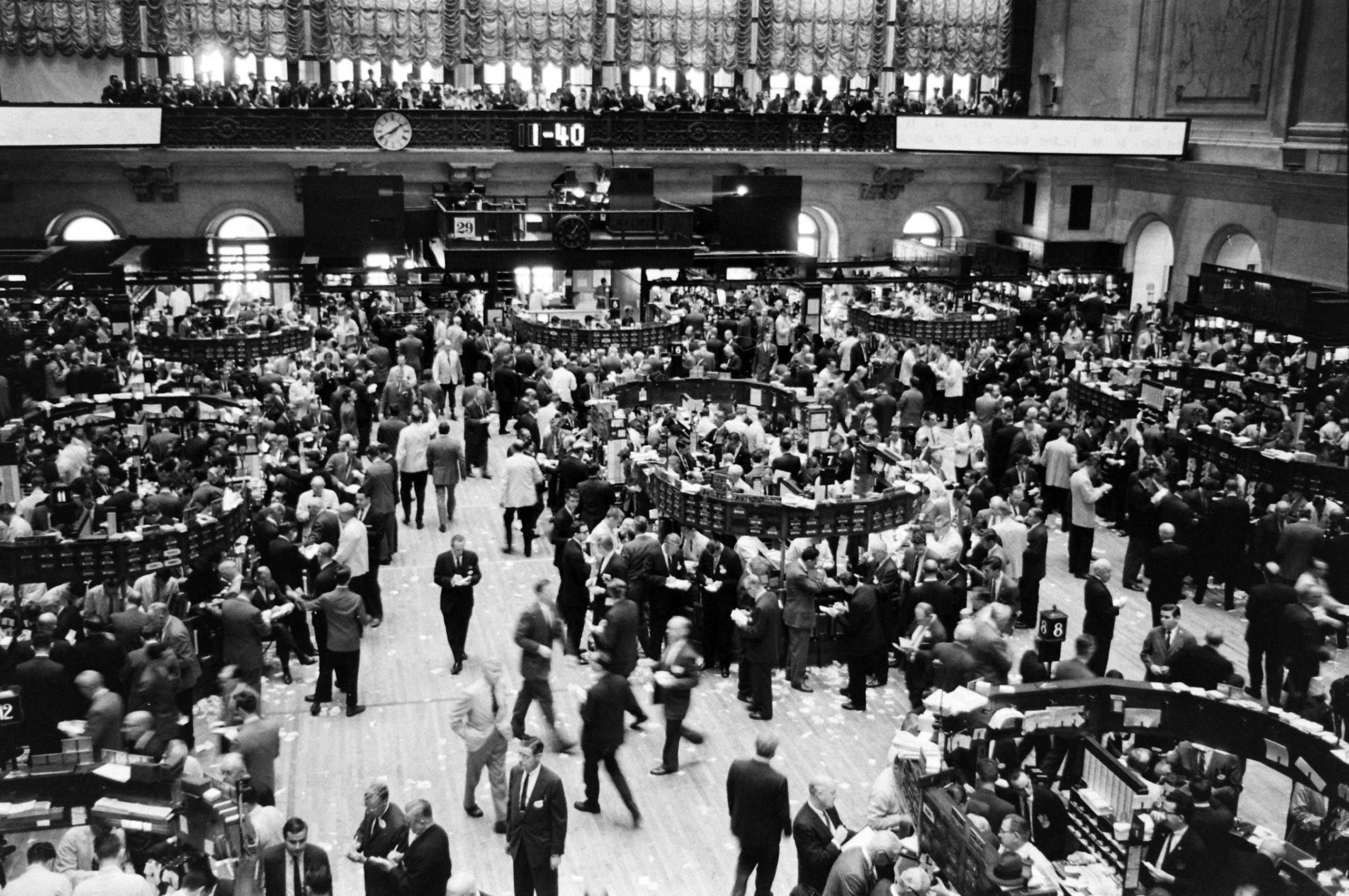 """Caption to very similar picture in June 8, 1962, issue of LIFE. """"Floor of New York Stock Exchange boils with frenzy of an overheated pot at closing time Tuesday, trying to catch up with transactions which hit nearly 15 million shares for day, highest total since 1929."""""""