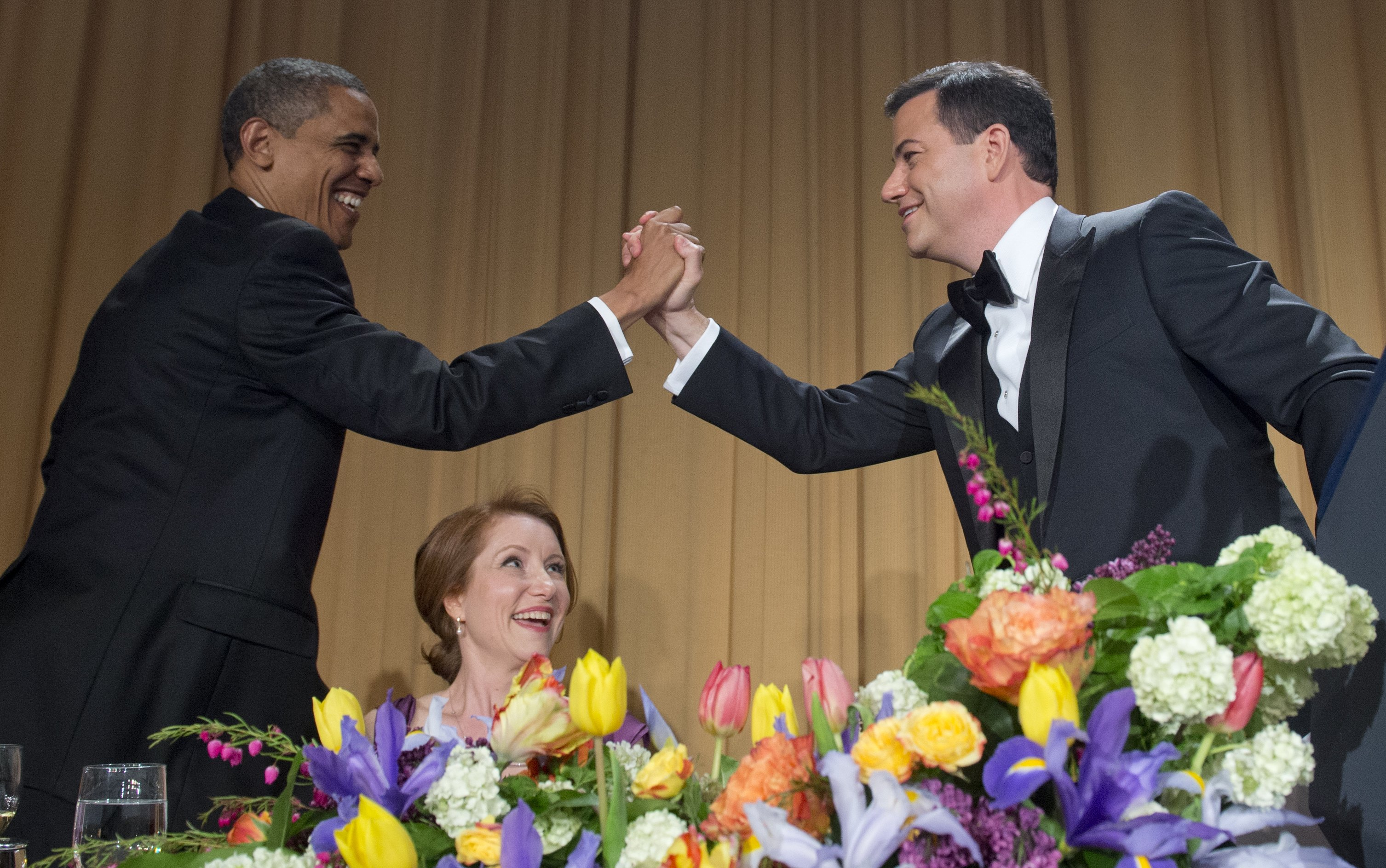 US President Barack Obama high-fives television host Jimmy Kimmel (R) during the White House Correspondents Association Dinner in Washington on April 28, 2012.