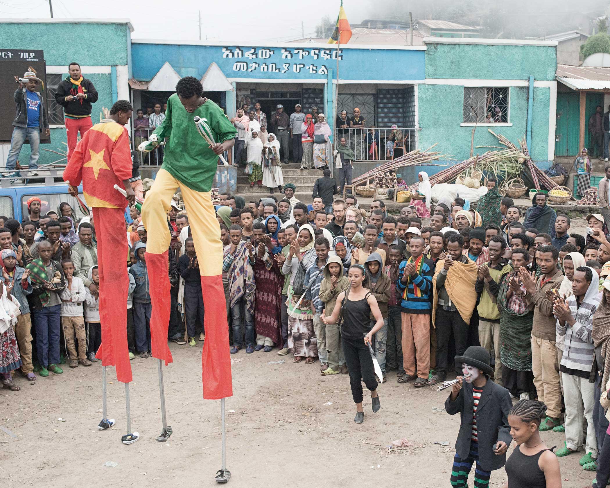 Circus Debere Berhan                               The circus performing in Debere Sina, Ethiopia.