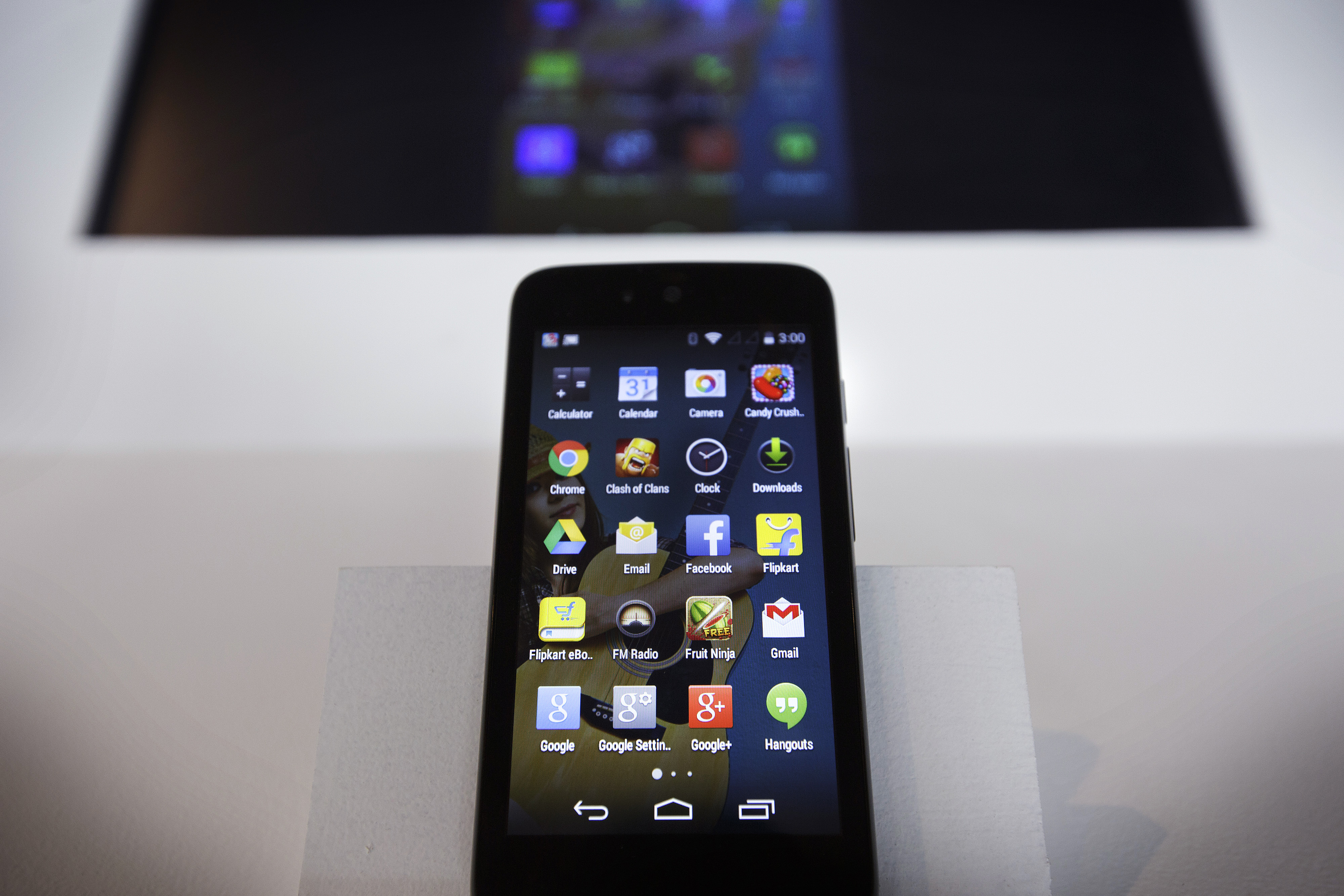 The Spice Android One Dream Uno smartphone manufactured by Spice Mobility Ltd. sits on display during the Google Inc. Android One smartphone launch event in New Delhi, India, on Monday, Sept. 15, 2014.